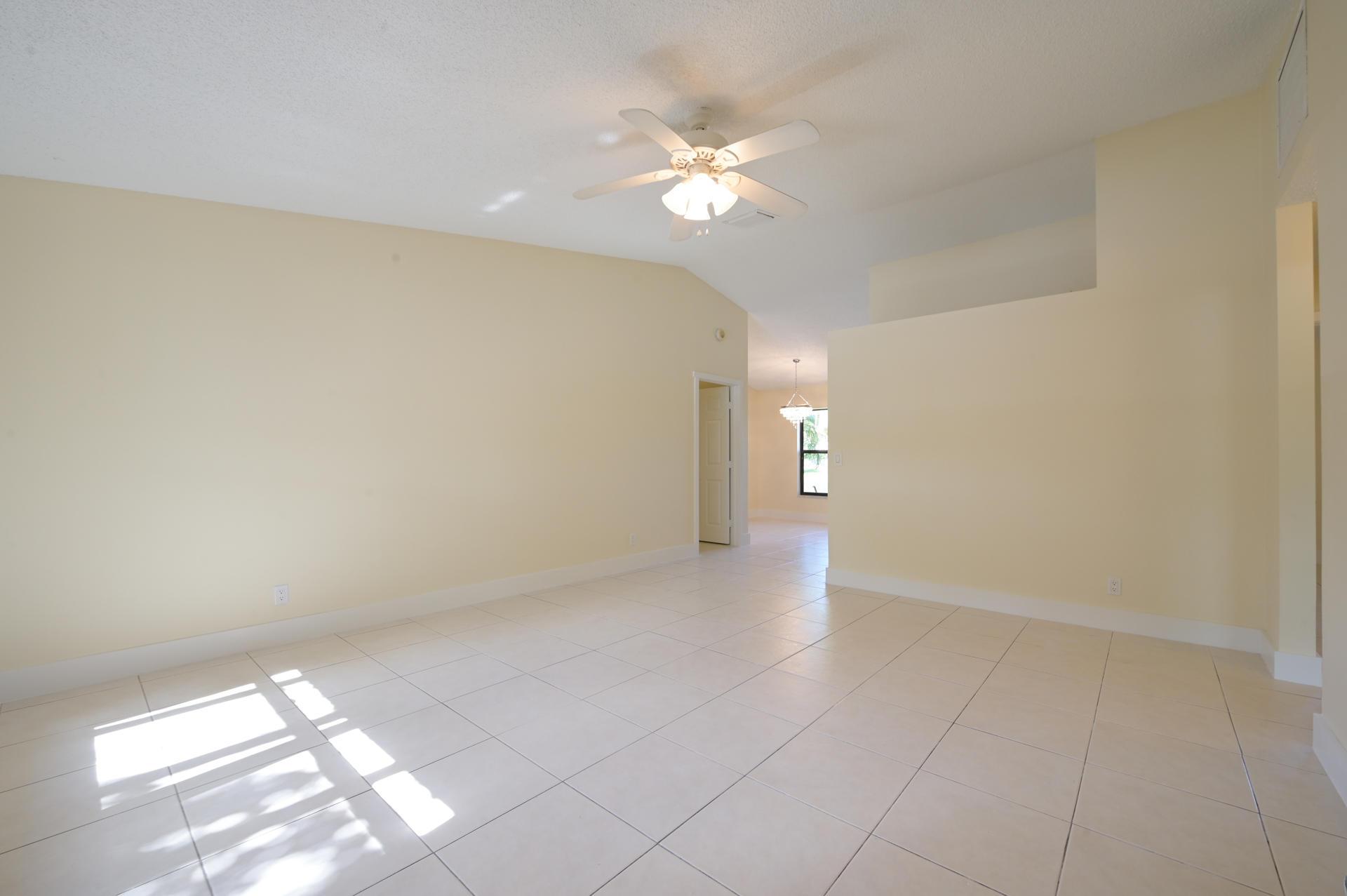 71 Via De Casas Norte Boynton Beach, FL 33426 photo 4