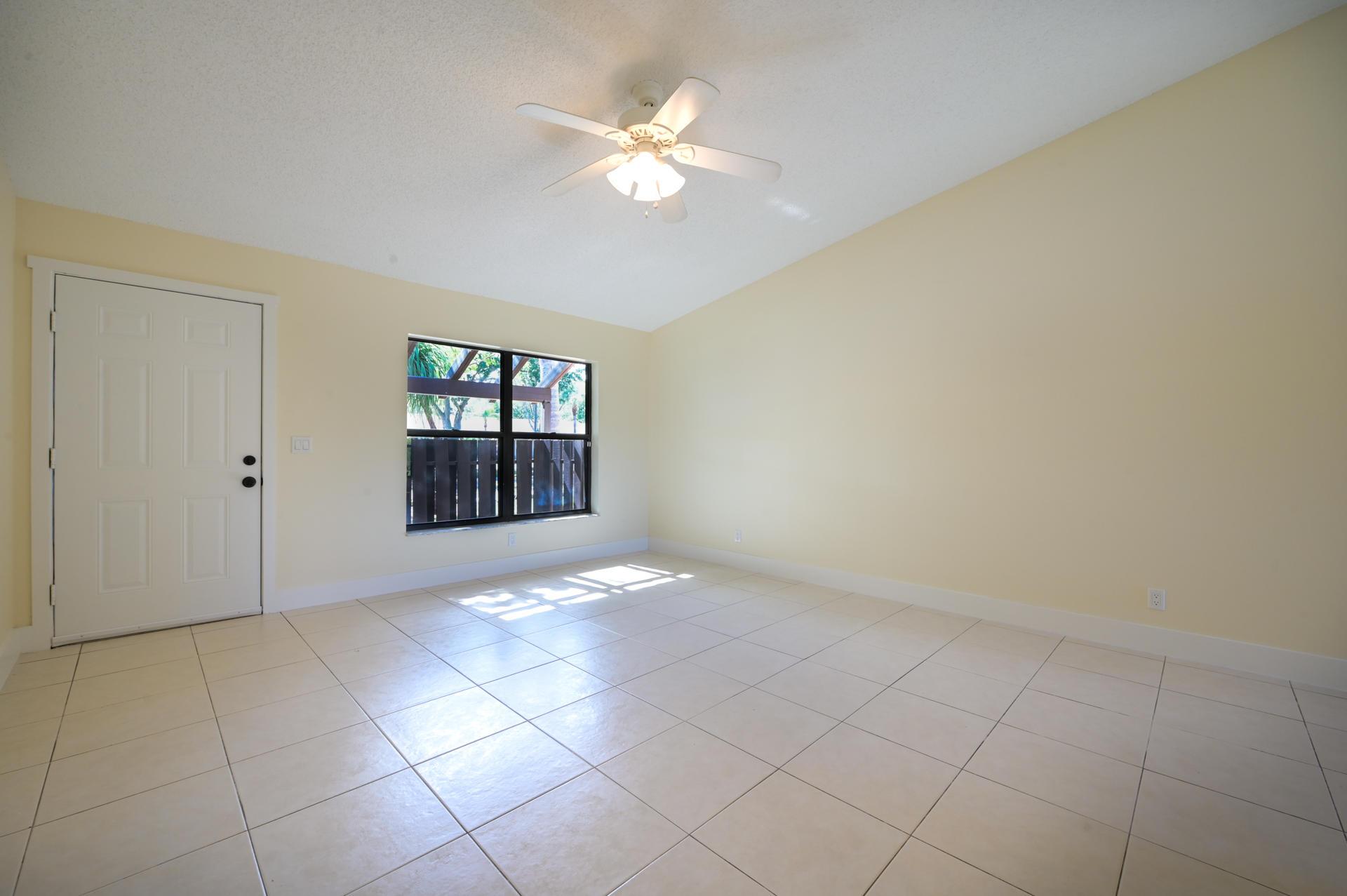 71 Via De Casas Norte Boynton Beach, FL 33426 photo 5