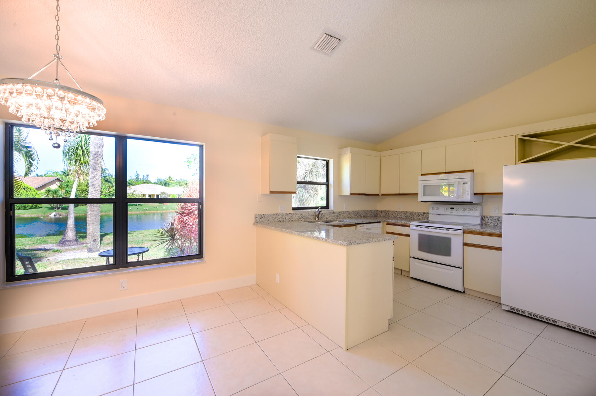 71 Via De Casas Norte Boynton Beach, FL 33426 photo 7
