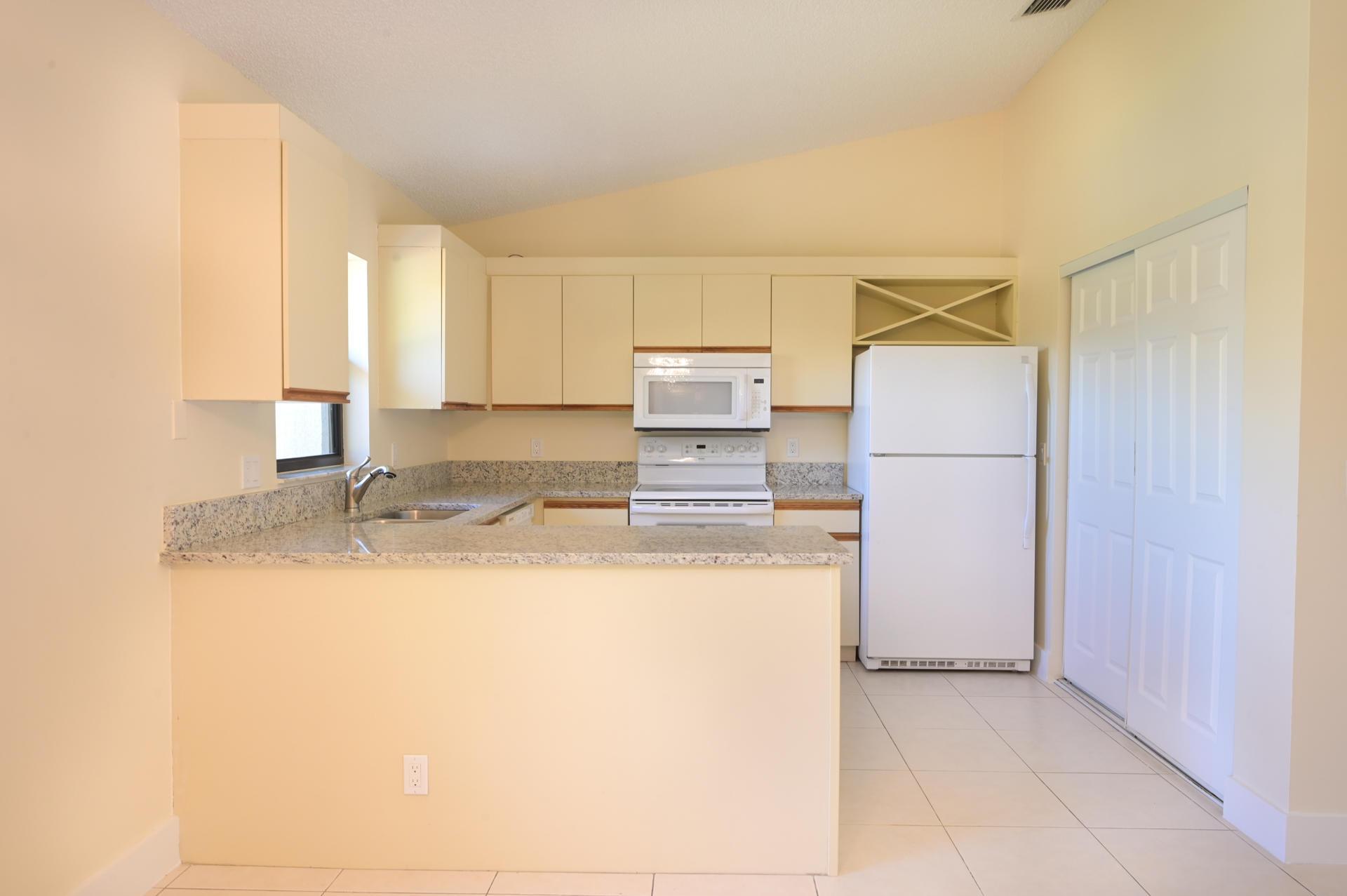 71 Via De Casas Norte Boynton Beach, FL 33426 photo 8