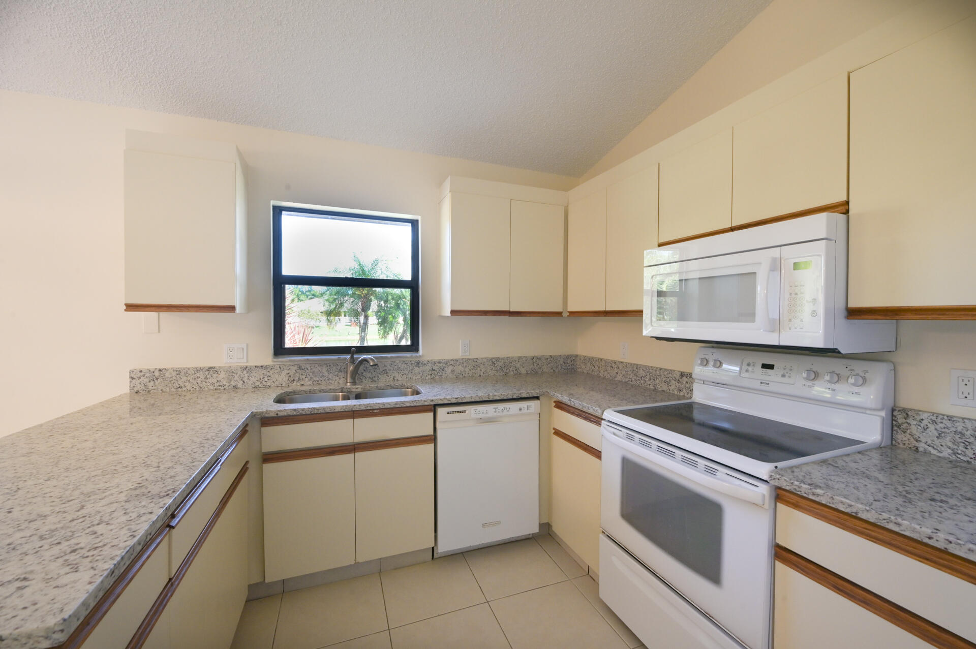 71 Via De Casas Norte Boynton Beach, FL 33426 photo 9