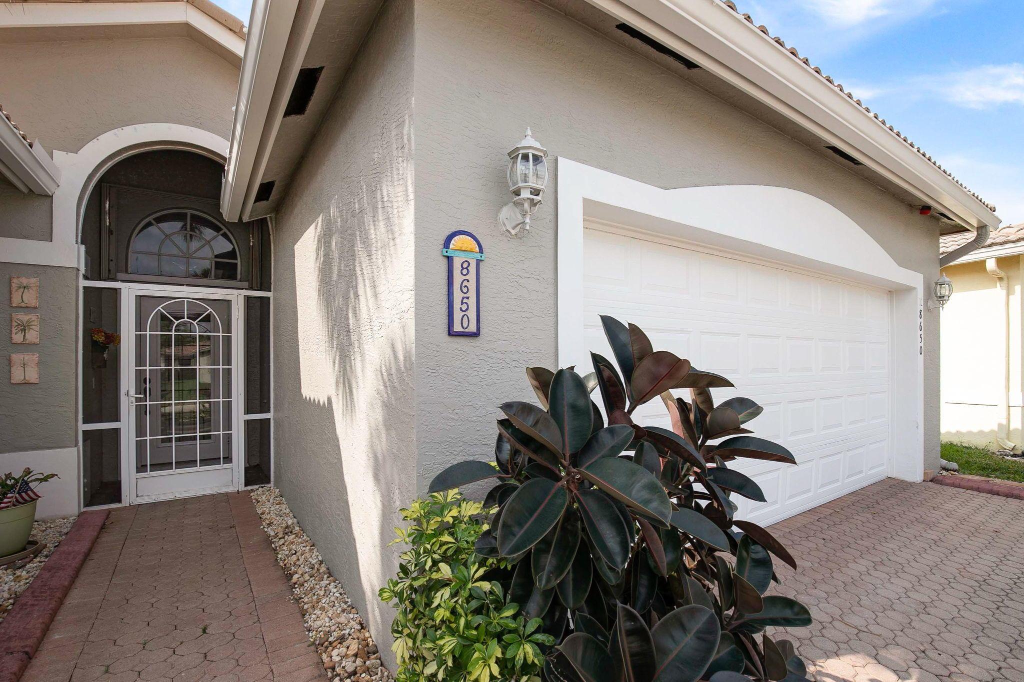 8650 Pine Cay West Palm Beach, FL 33411 photo 2