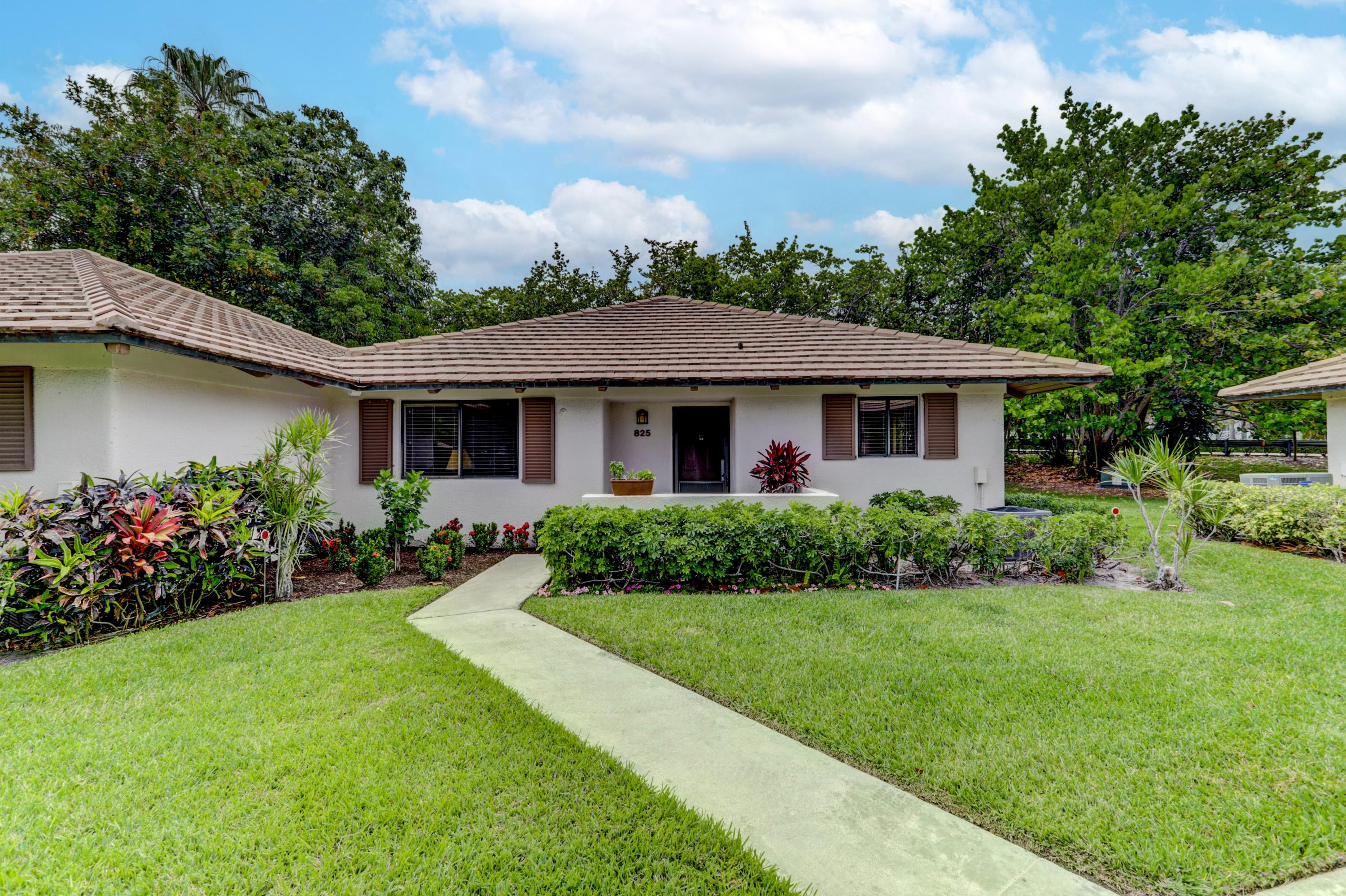 NICELY FURNISHED AND UPDATED 2 BEDROOM, 2 BATH IN PGA NATIONAL.  NO CLUB PRIVILEGES AVAILABLE.  COMMUNITY HAS A POOL.  CLOSE TO PGA SPA, SHOPPING, RESTAURANTS.  AVAILABLE MAY 14 THROUGH NOVEMBER 1.