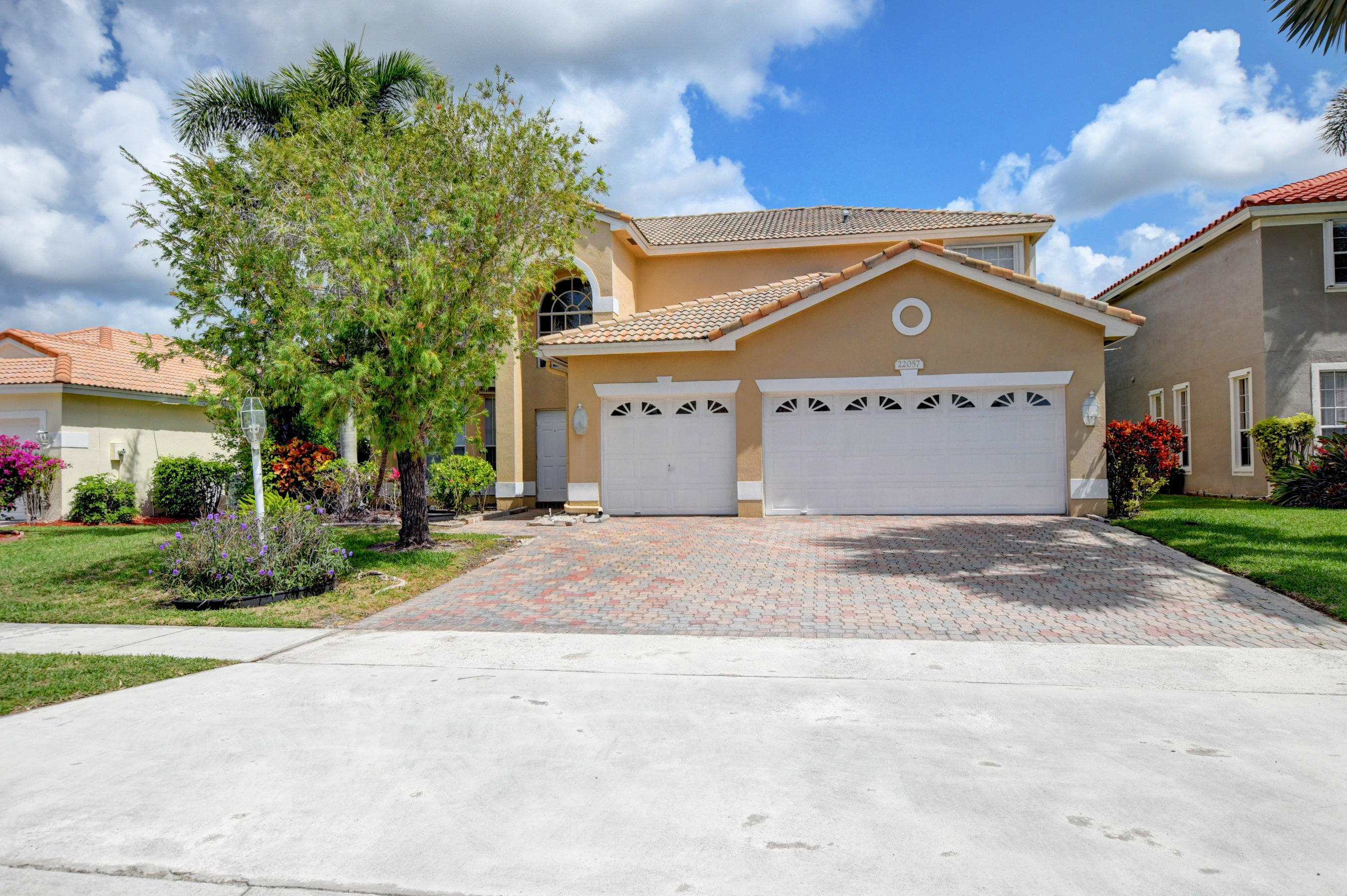 Beautiful , immaculate 4 bedroom, 2.5 bath lake home in the desirable community of Boca Winds. Upgraded kitchen with granite countertops, Hugh screen enclosure over looking spectacular lake views. All bedrooms upstairs. Master over looking lake. Accordion shutters. Steps from heated community pool, tennis and basketball. Walk or bike to 3 ''A'' rated schools. Minutes from outdoor amphitheater, water park, nature center, tennis courts, boat ramp, pet park, and 27 hole golf course. Low HOA. It won't last!