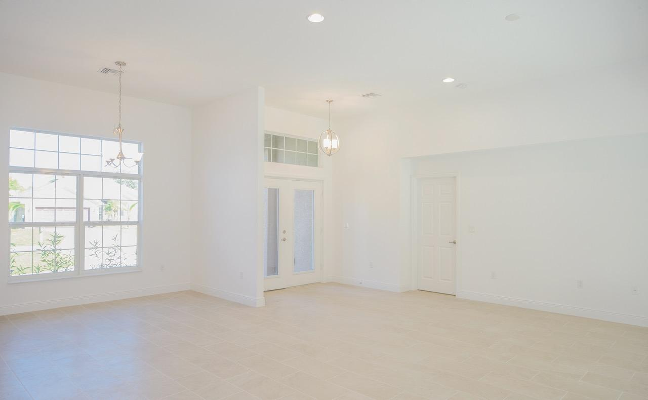 Listing photo id 10 for 1538 Abacus Avenue Sw