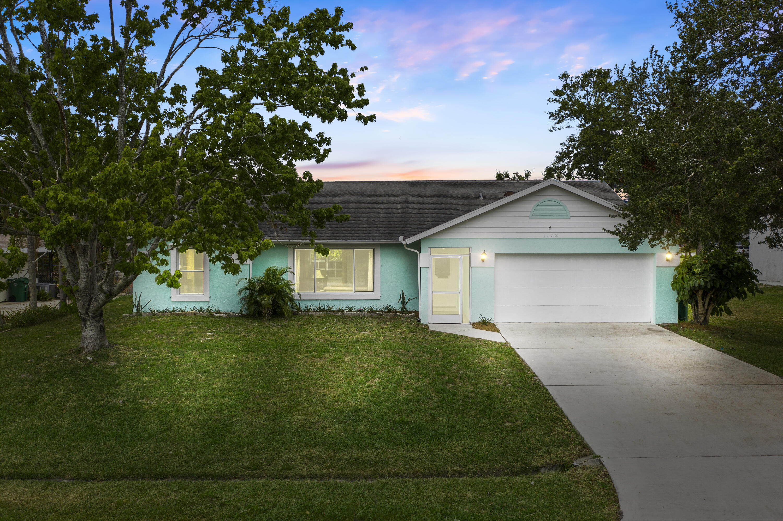 Split floor plan, move in ready 3/2/2 well maintainted home centrally located. This home is walking distance to Veteran Memorial Park located on St Lucie River with boat ramps(ocean access), close to the hospital, mall, restaurants, shopping & beaches.
