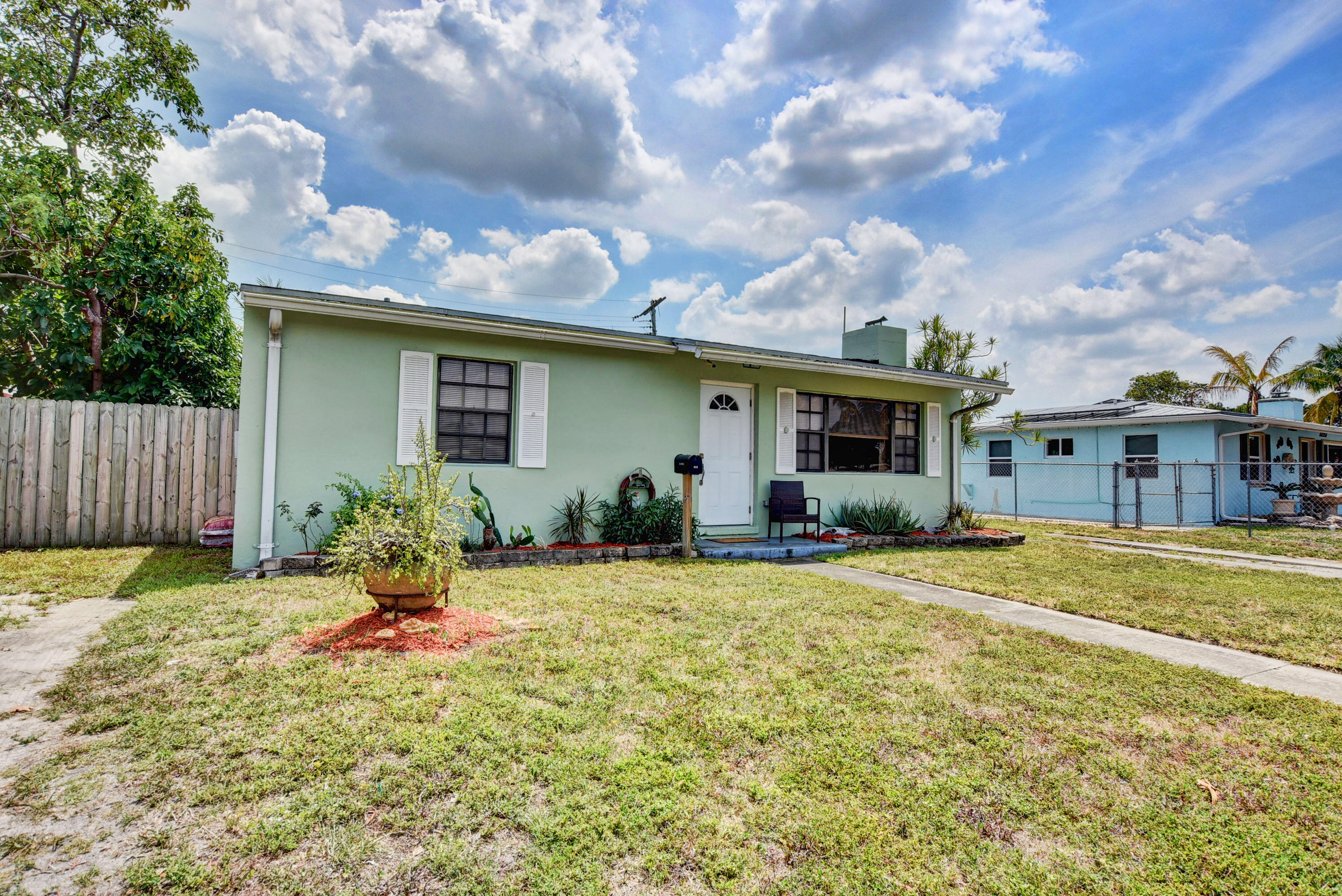 632  Cherry Road  For Sale 10712945, FL