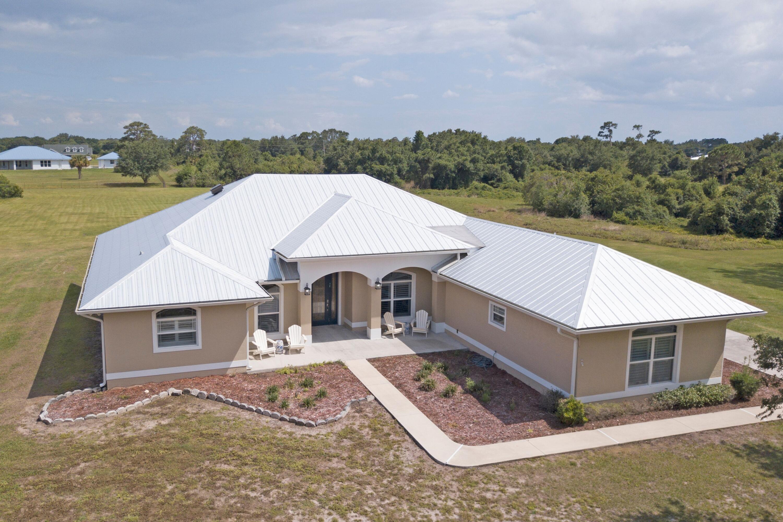 Home for sale in R-BAR ESTATES UN 05 Okeechobee Florida