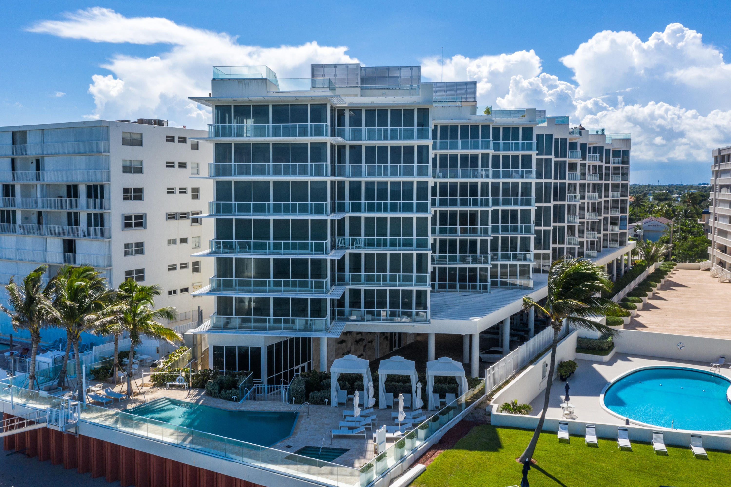3550 South Ocean is a NEW CONSTRUCTION Luxury Boutique building directly on the Ocean. Large Spacious 3 BD/3BA residences. Private entry foyers and elevators opening to your home with high ceilings, floor to ceiling glass, gas range, and all high end finishes. The 3550 Community is dedicated to a first class lifestyle offering unparelled amenities including a beautiful Salt water pool on the ocean, fitness studio, 2 parking places and private concierge services. Direct Ocean Community is the best of city living on the sand!