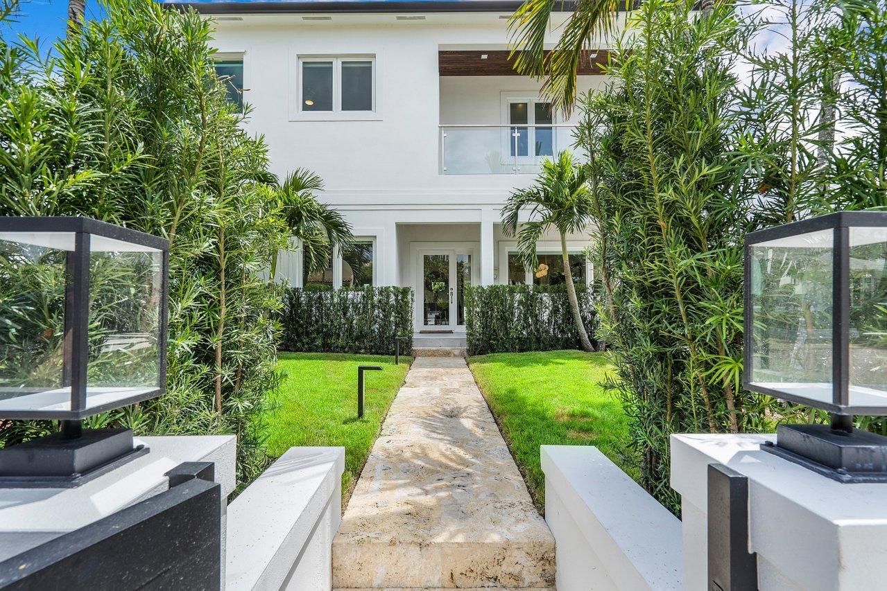 120  Beverly Road  For Sale 10712678, FL