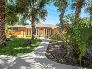 8349 150th Court N, Palm Beach Gardens, FL 33418