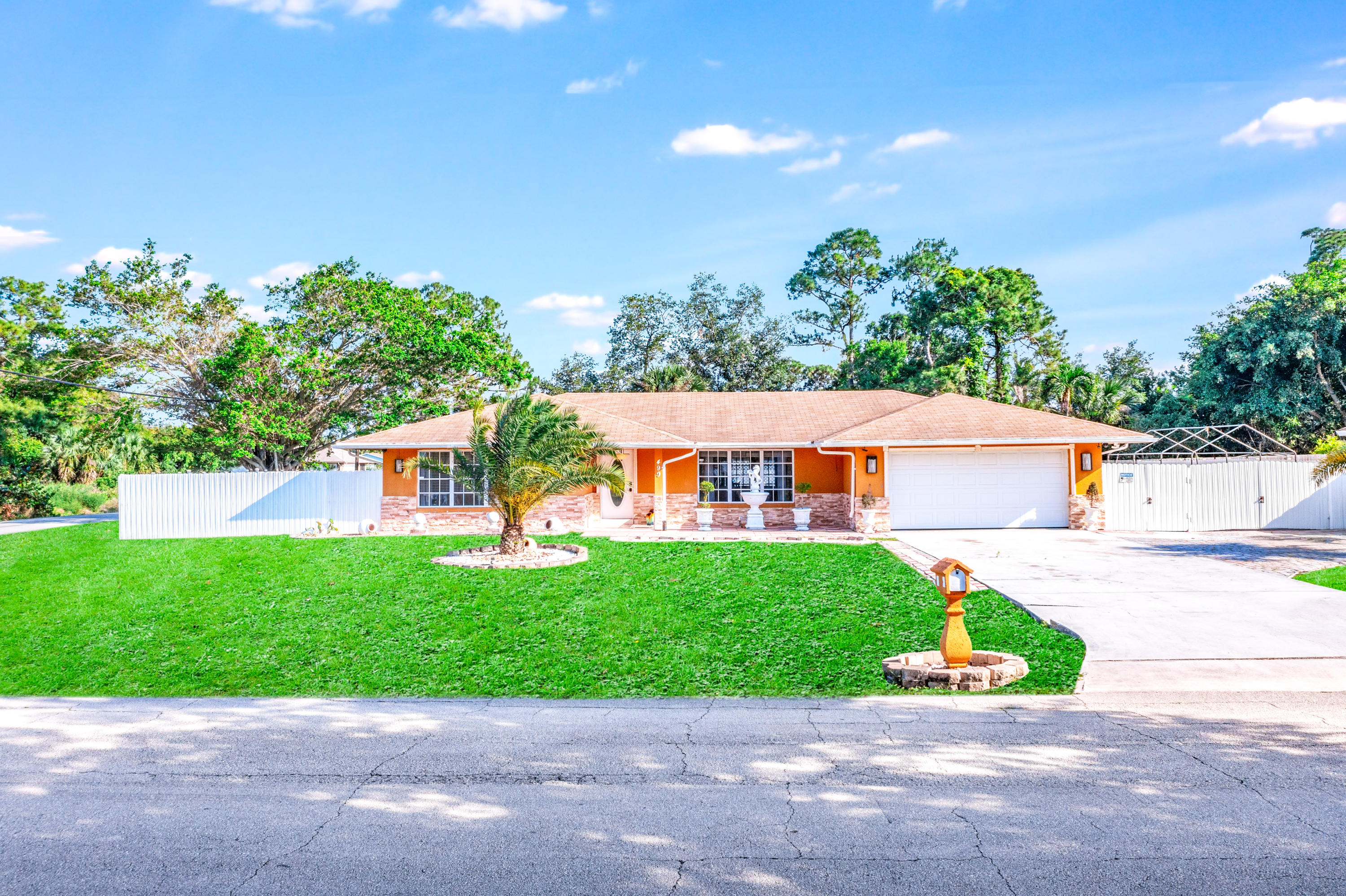 LARGE 3/2 * CBS CONSTRUCTION * POOL HOME * OVERSIZED LARGE CORNER LOT * GAS STOVE!!!Come Home to this BEAUTIFUL 3 Bedroom, 2 Bathroom plus an Office/Den. This home features: a GORGEOUS Fully Updated Kitchen with GAS STOVE, Granite Countertops and Tile Throughout. Smart Water Heater. A Large Screened-in Pool with plenty of room to entertain. Oversized Fenced-in Yard with Double Gates. Large Shed included. Large Driveway with plenty of room to store a Boat or an RV. Sprinkler System on Well Water to save you money.  AMAZING location between Crosstown and Prima Vista with close access to Beaches, Mets Spring Training & Minor League Complex, Major Roads, Schools, Parks, Shops, Restaurants, etc.