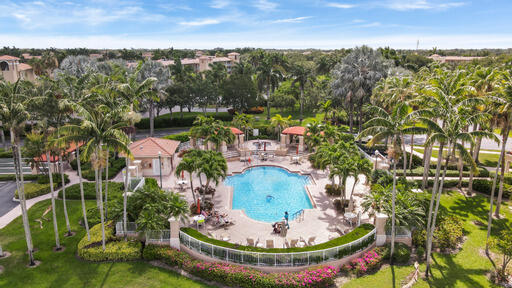 5746  Crystal Shores Drive 107 For Sale 10714140, FL