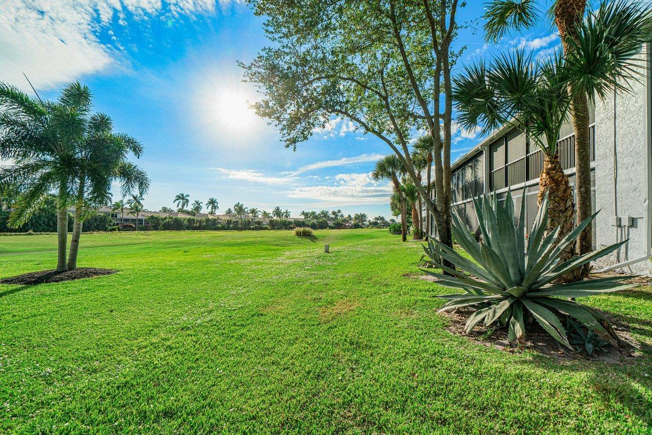 5054  Golfview Court 1524 For Sale 10715304, FL