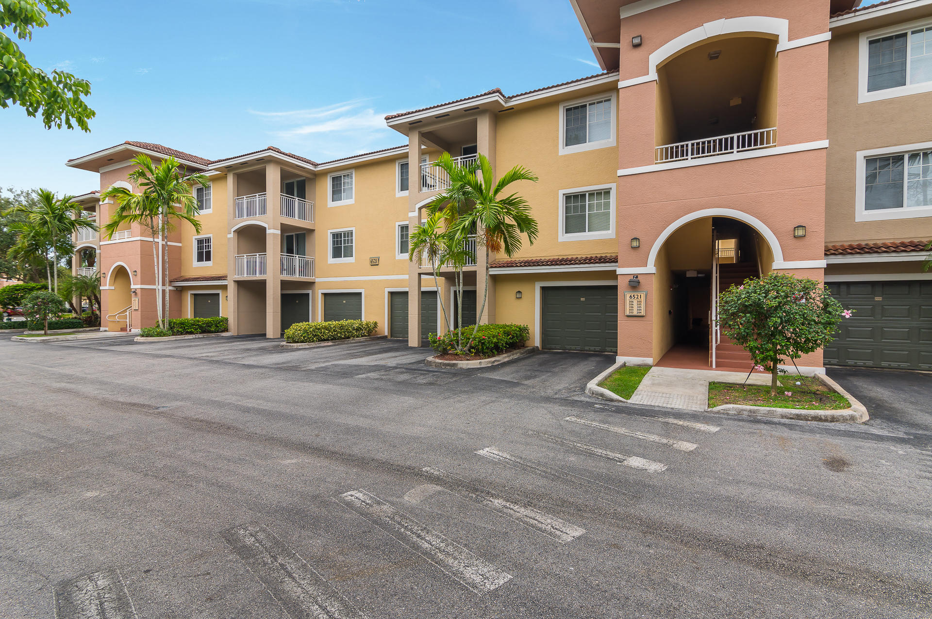 6521  Emerald Dunes Drive 105 For Sale 10714374, FL