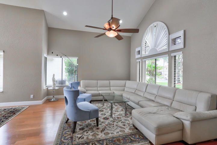 10697  Santa Laguna Drive  For Sale 10714757, FL