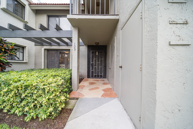 5771  Fairway Park Court 103 For Sale 10720454, FL