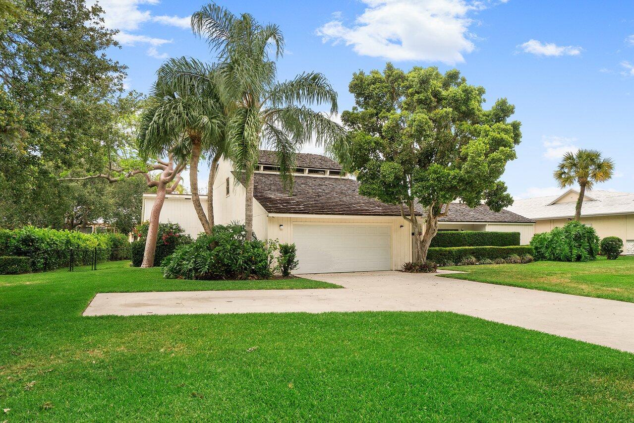 5165 Woodland Lakes Drive Palm Beach Gardens, FL 33418