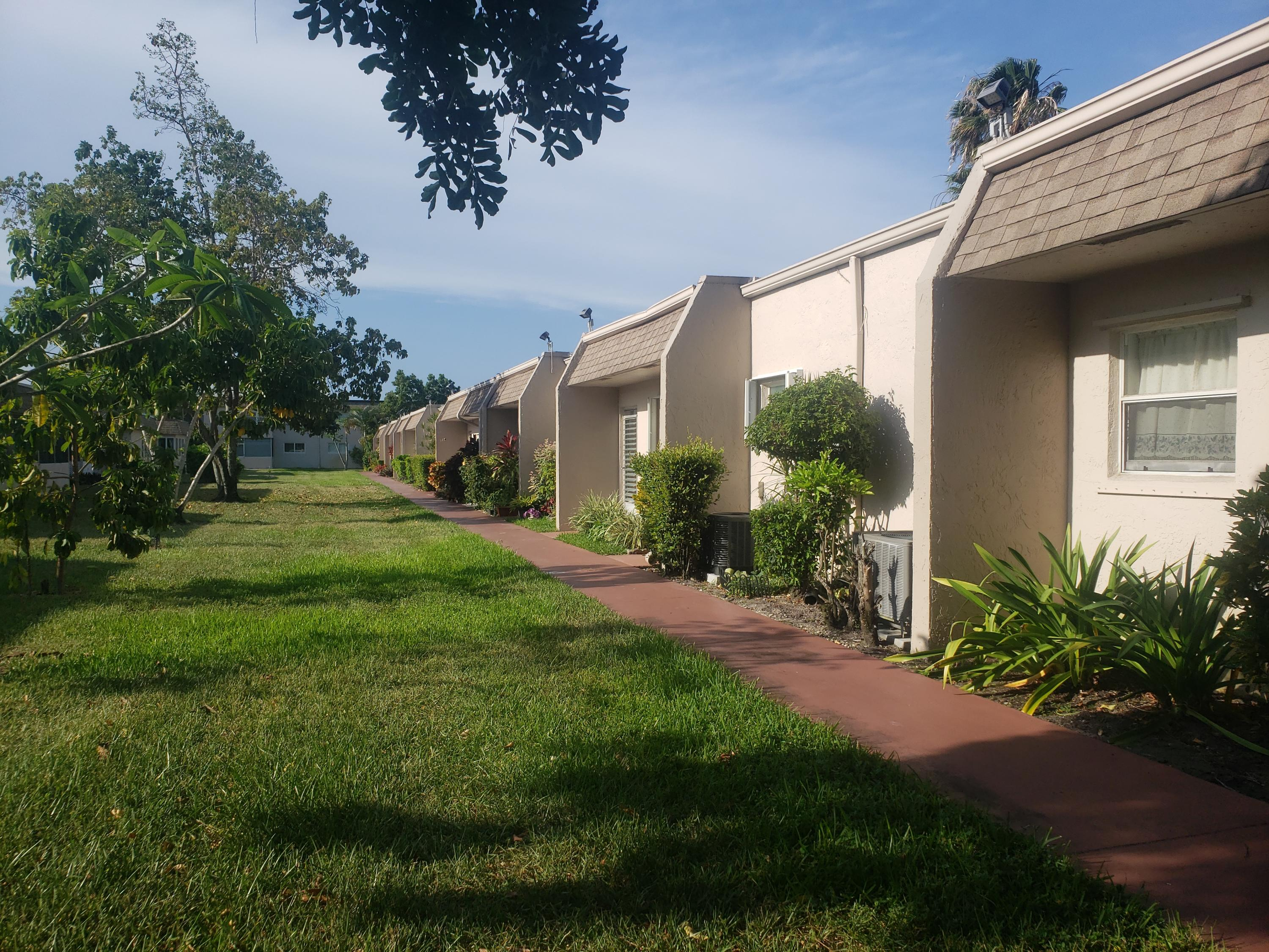 Home for sale in LAKESIDE VILLAGE CONDO 5 Palm Springs Florida
