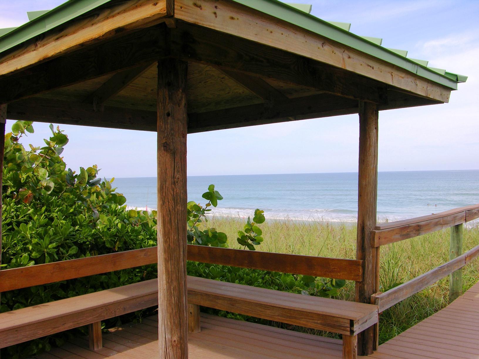 Relaxing sitting area overlooking ocean