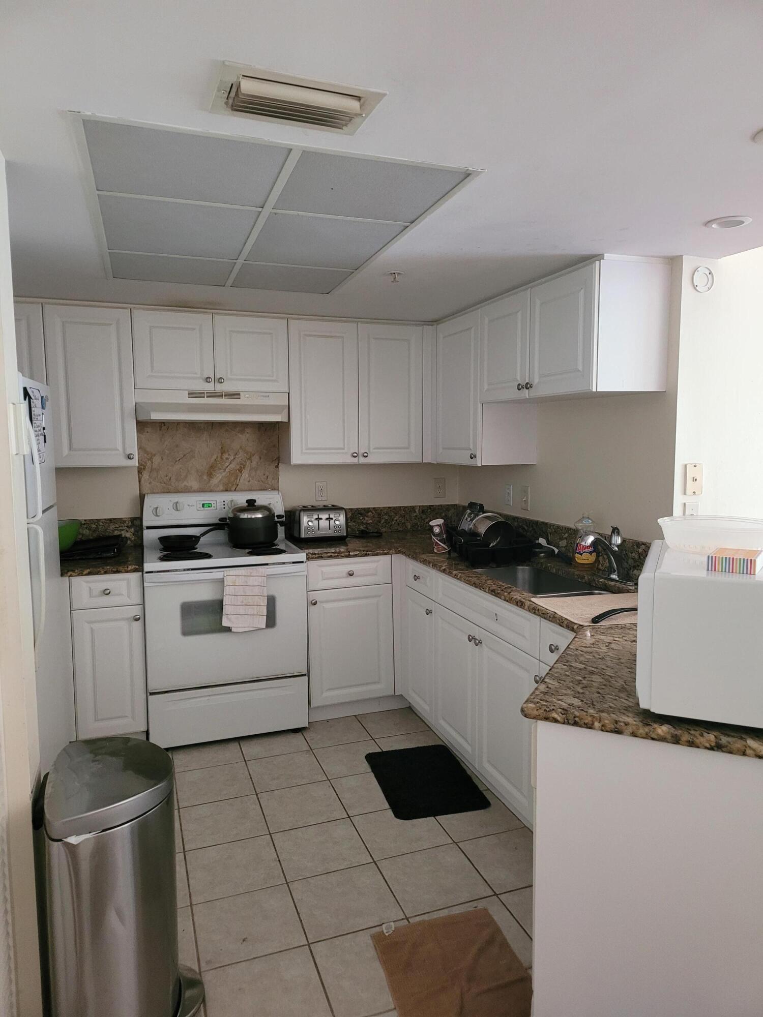 1000 S Crestwood Court 1008 Royal Palm Beach, FL 33411