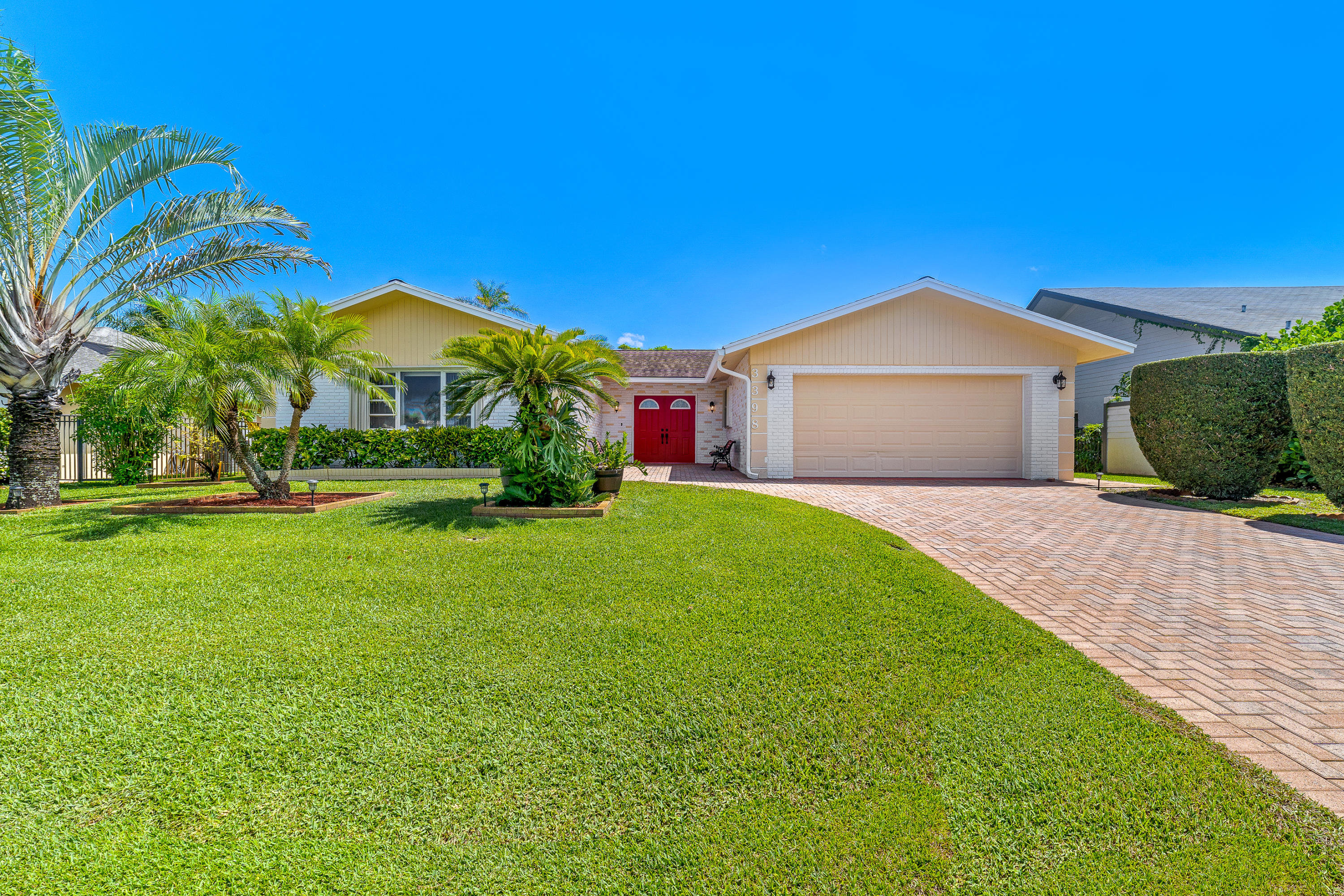 3398  Lakeview Drive  For Sale 10715697, FL