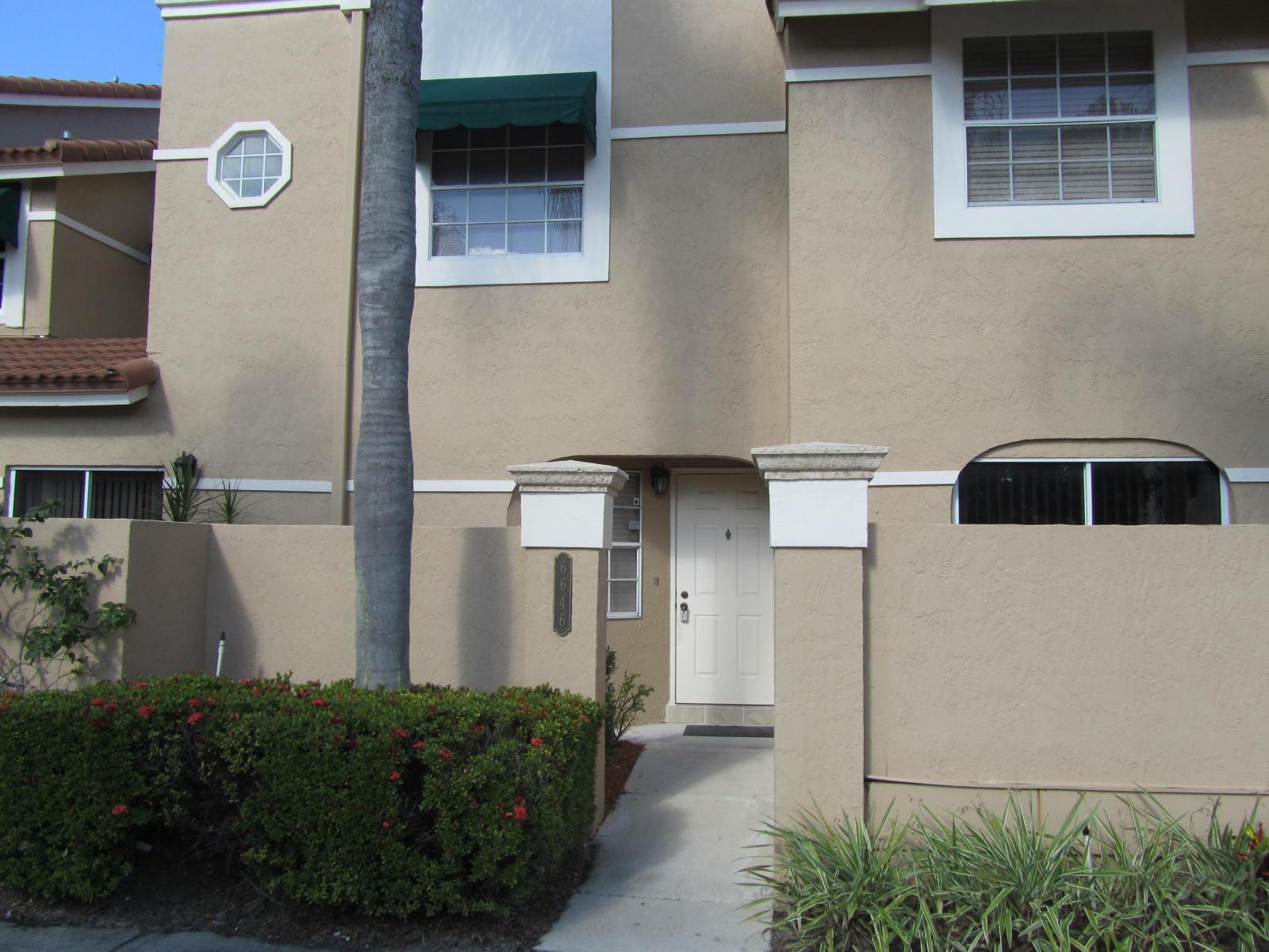 6646  Via Regina   For Sale 10715549, FL