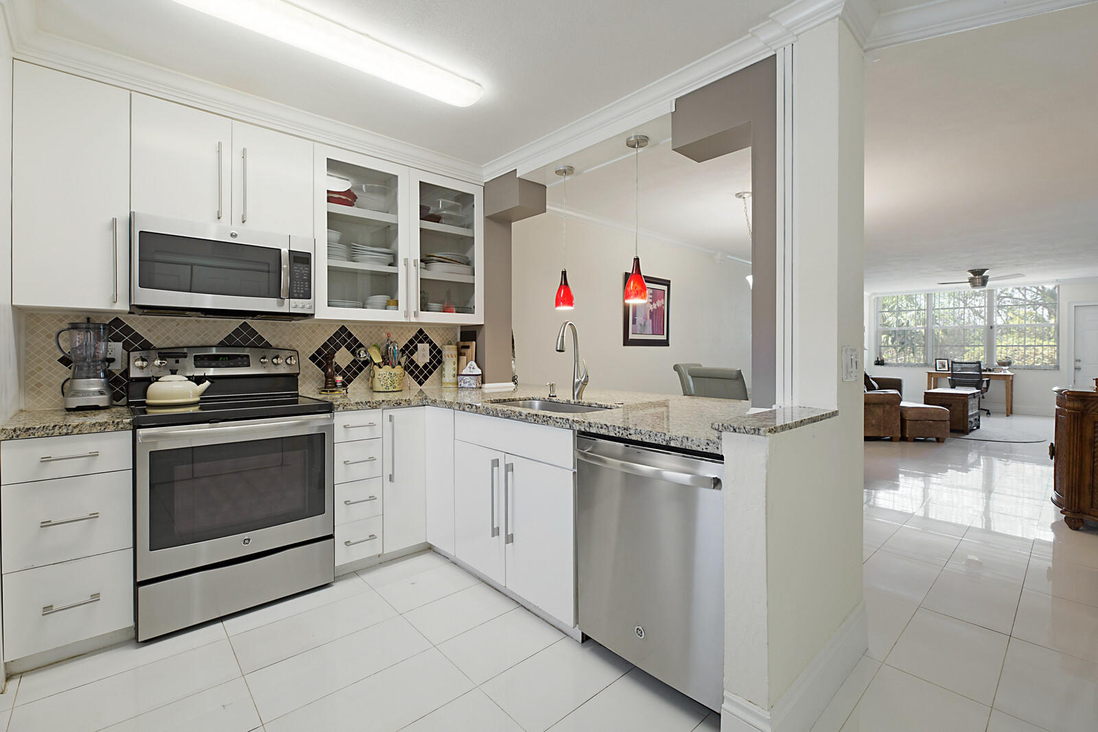 2825 SW 22nd Avenue 102 For Sale 10715679, FL