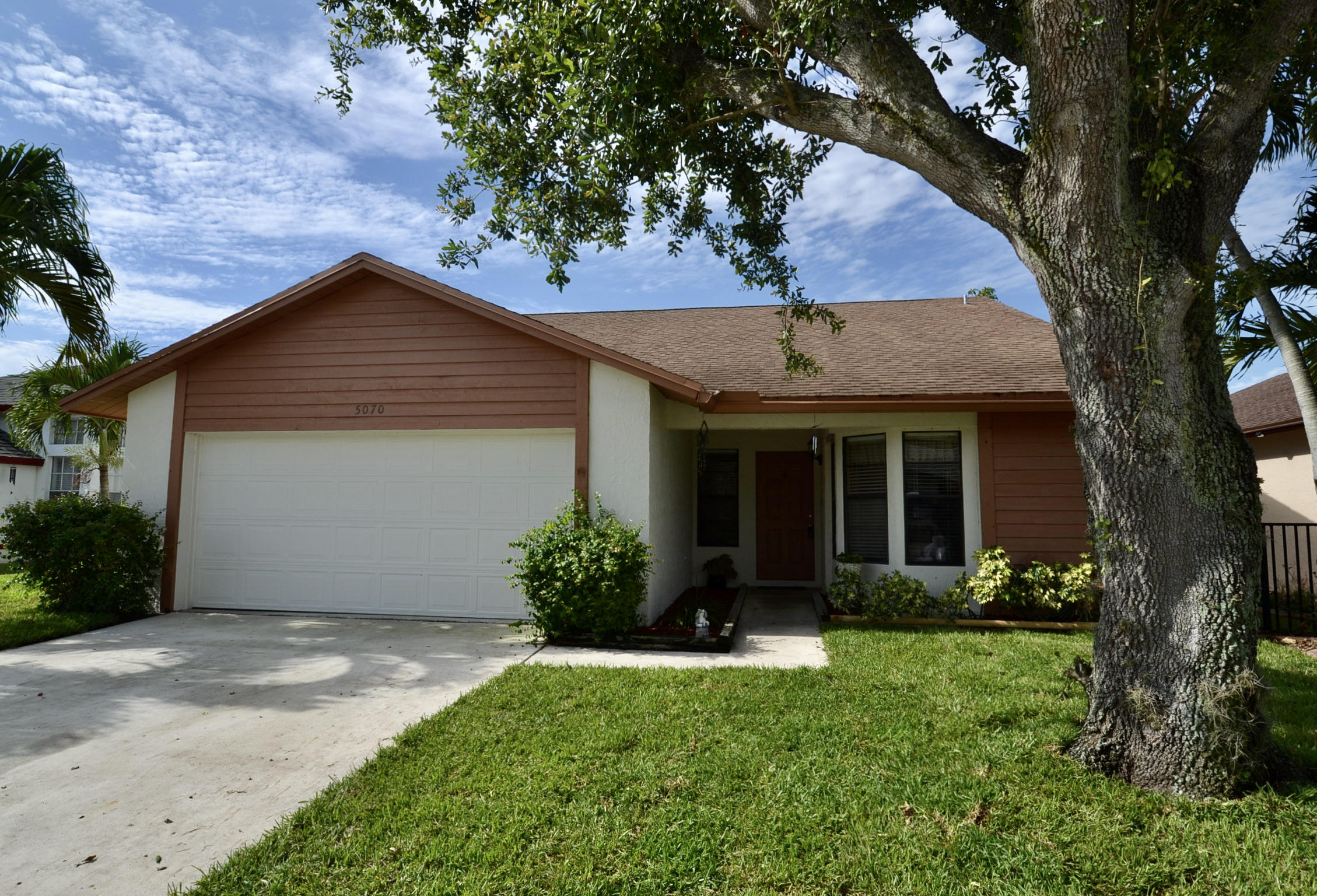5070  Foxhall Drive  For Sale 10715435, FL