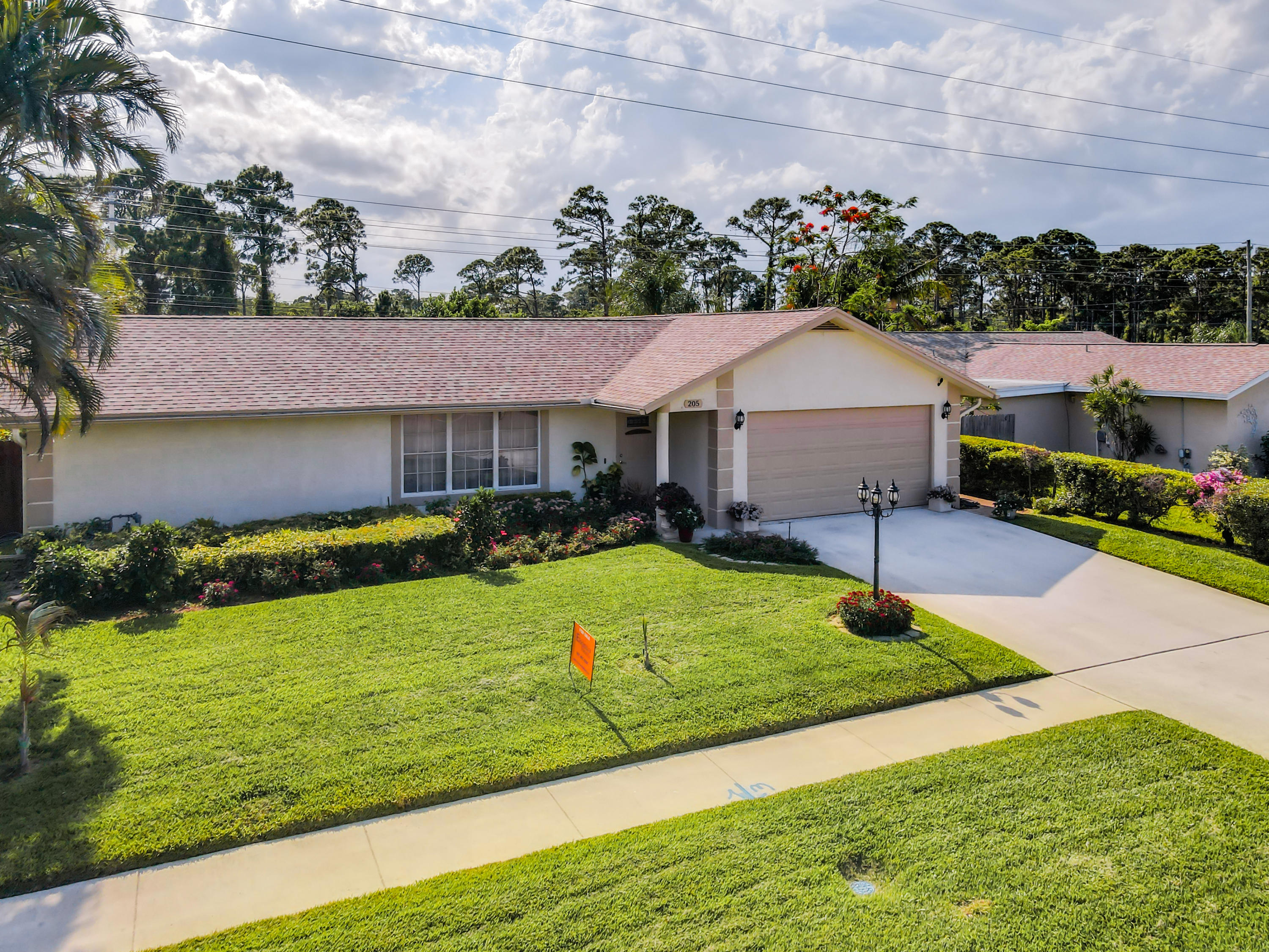 205  Canterbury Drive  For Sale 10715870, FL