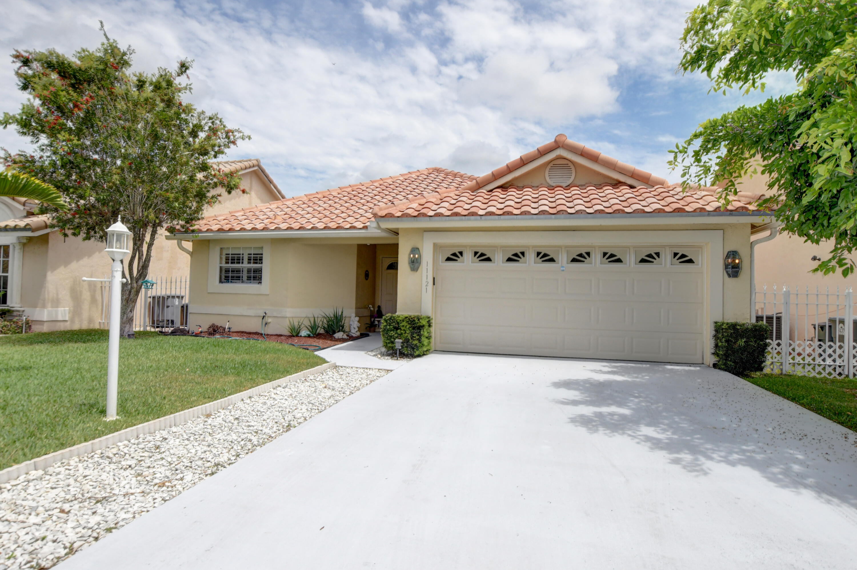 11121  Lakeaire Circle  For Sale 10715970, FL