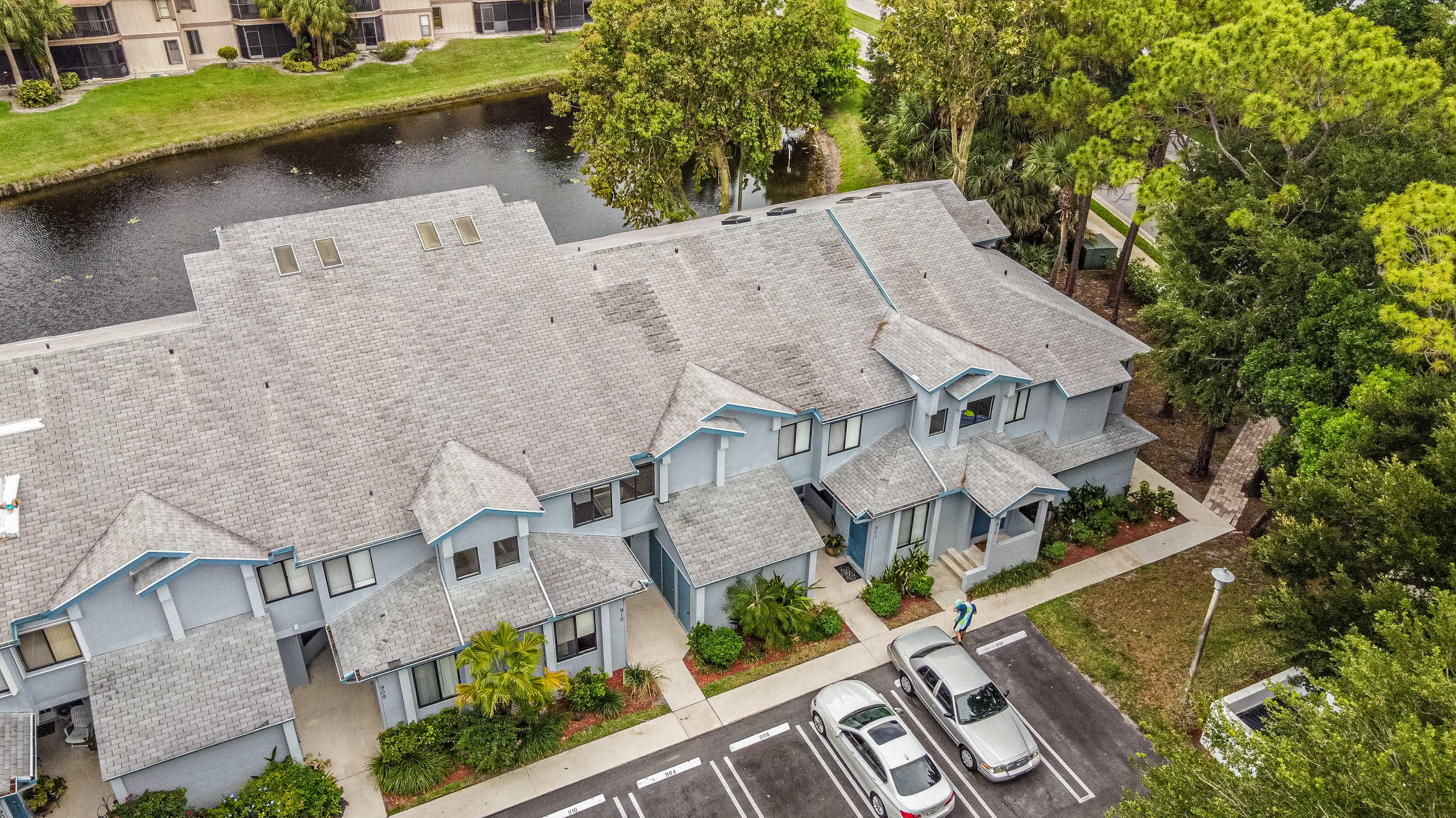 906  Harbour Pointe Way  For Sale 10716034, FL