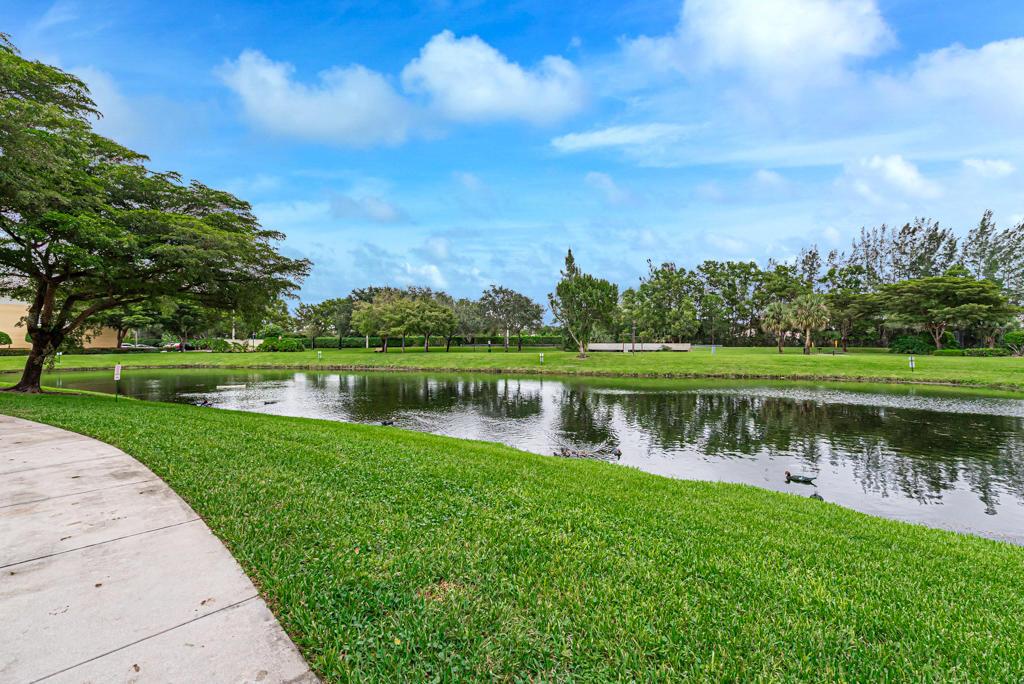 900 Crestwood 902 Royal Palm Beach FL 33411