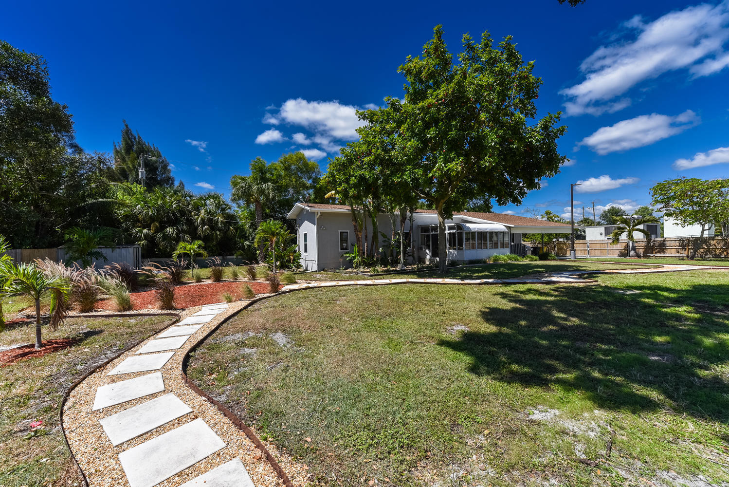 1893 Haverhill Rd West Palm-large-008-00