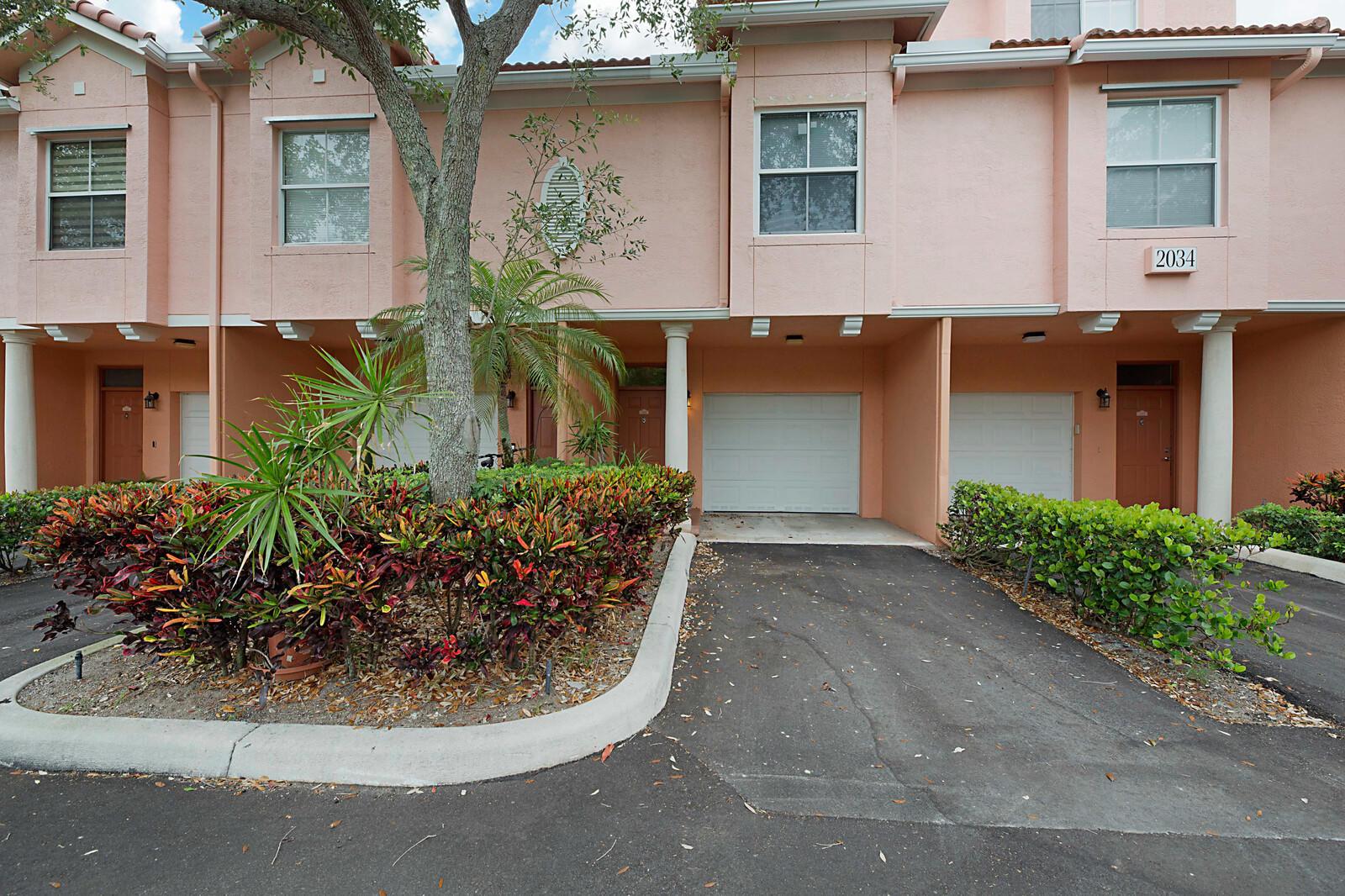 2034  Alta Meadows Lane 1304 For Sale 10716938, FL