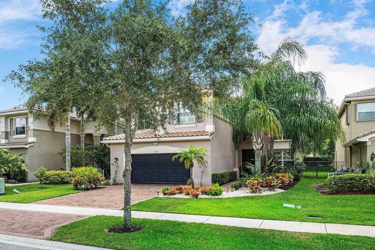 8213  Emerald Winds Circle  For Sale 10716988, FL