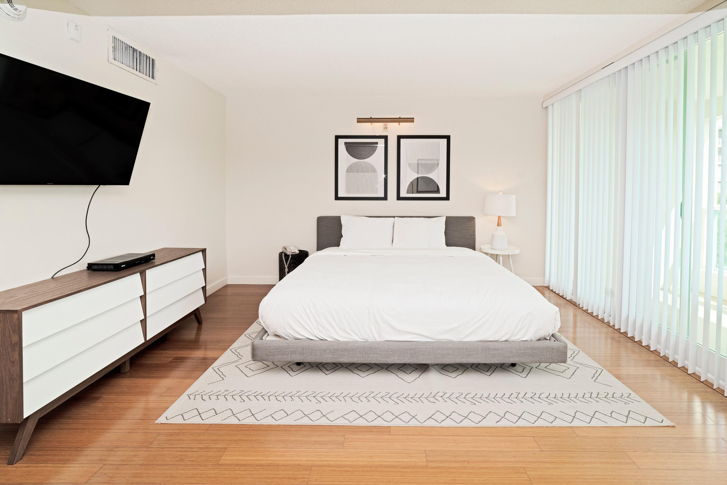 735 BED RM