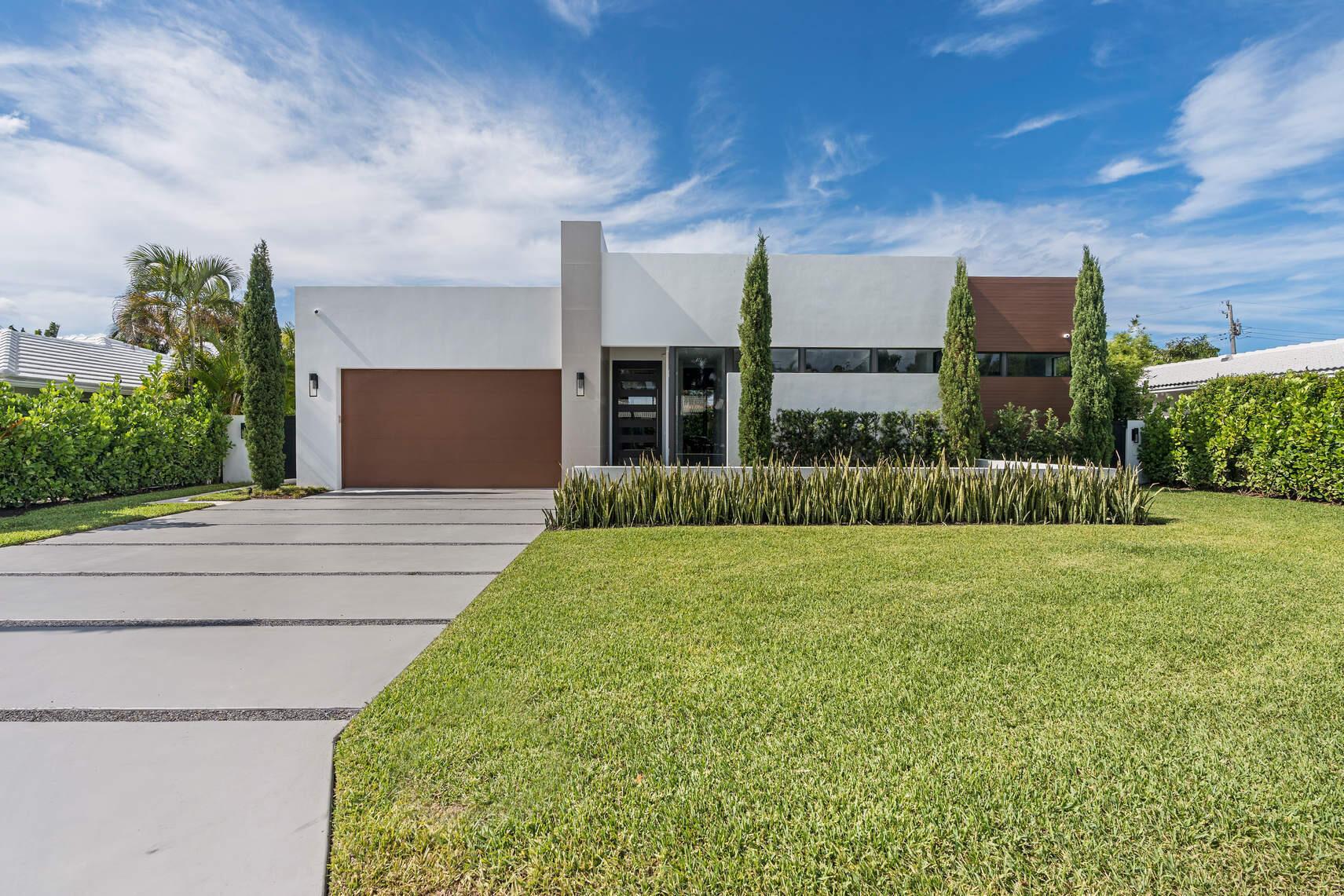 811  Granada Drive  For Sale 10717144, FL