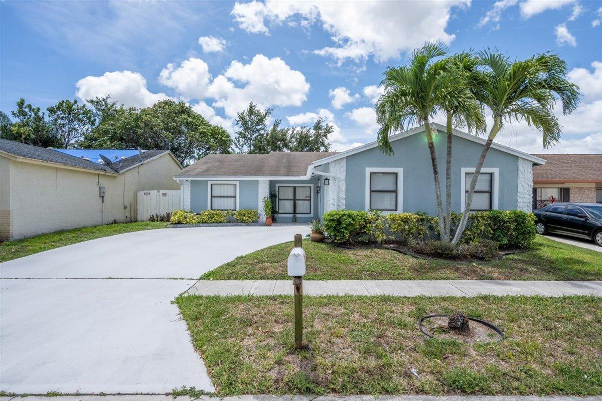 5858  Lincoln Circle  For Sale 10717356, FL