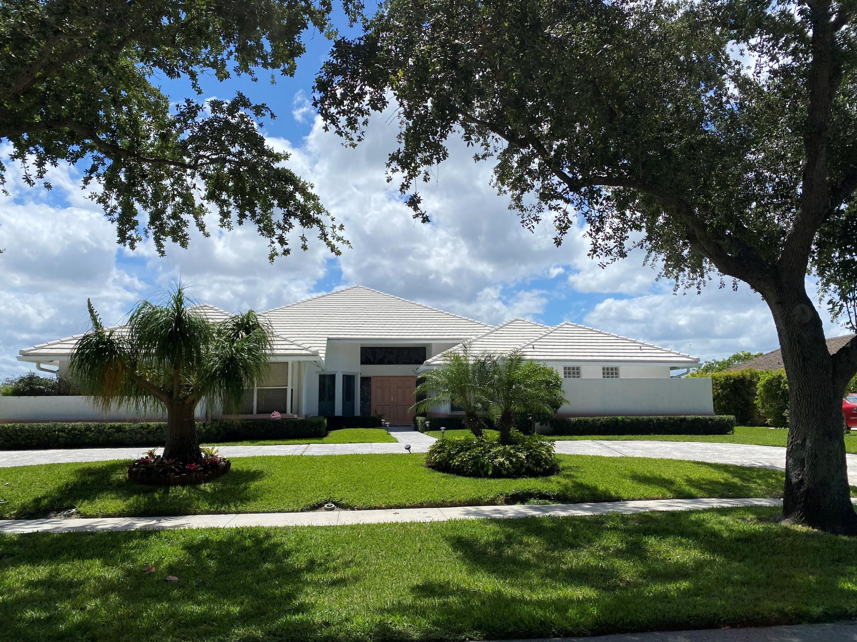 3131  Embassy Drive  For Sale 10717597, FL