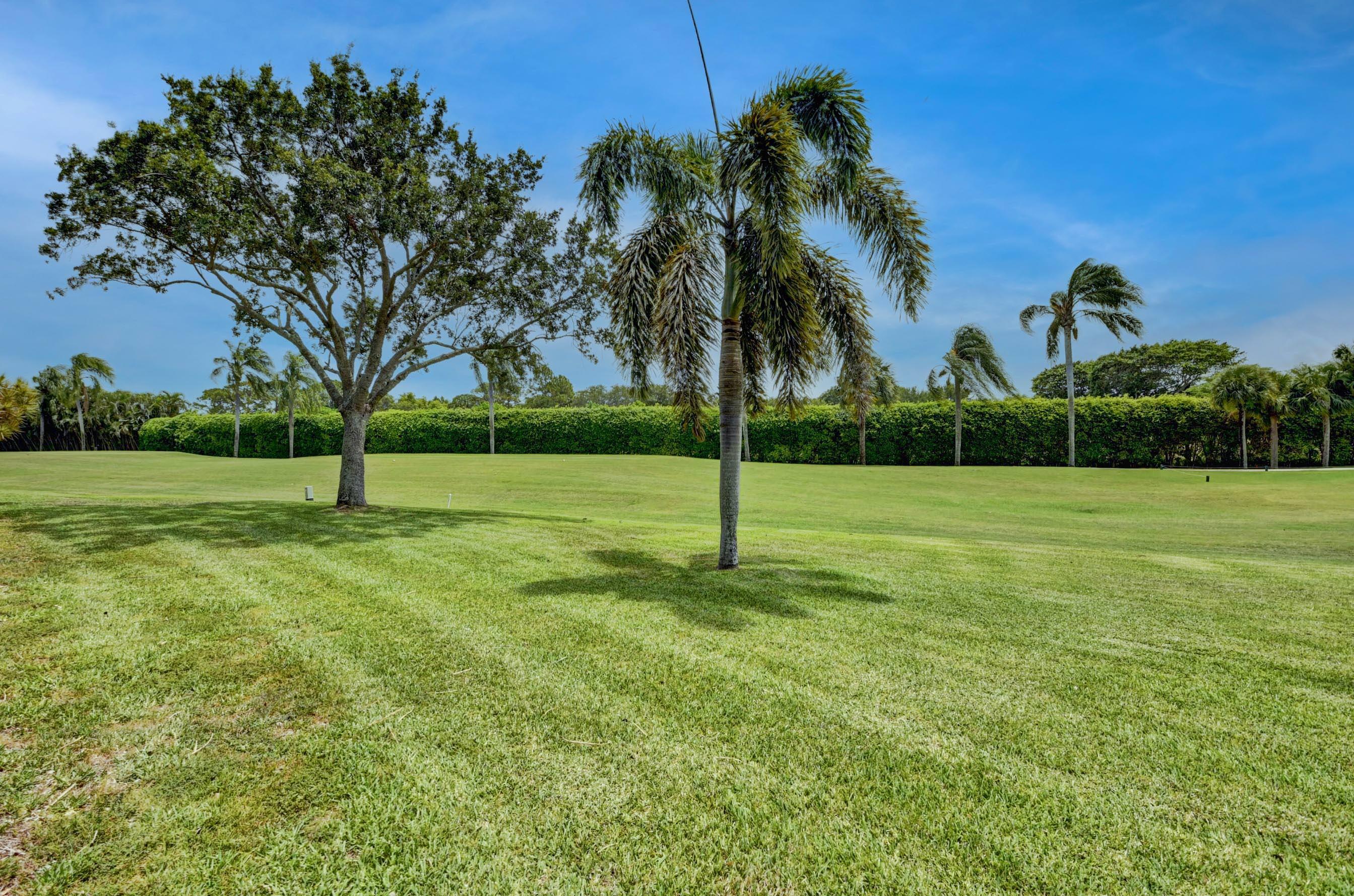 8 Stratford Drive C Boynton Beach, FL 33436