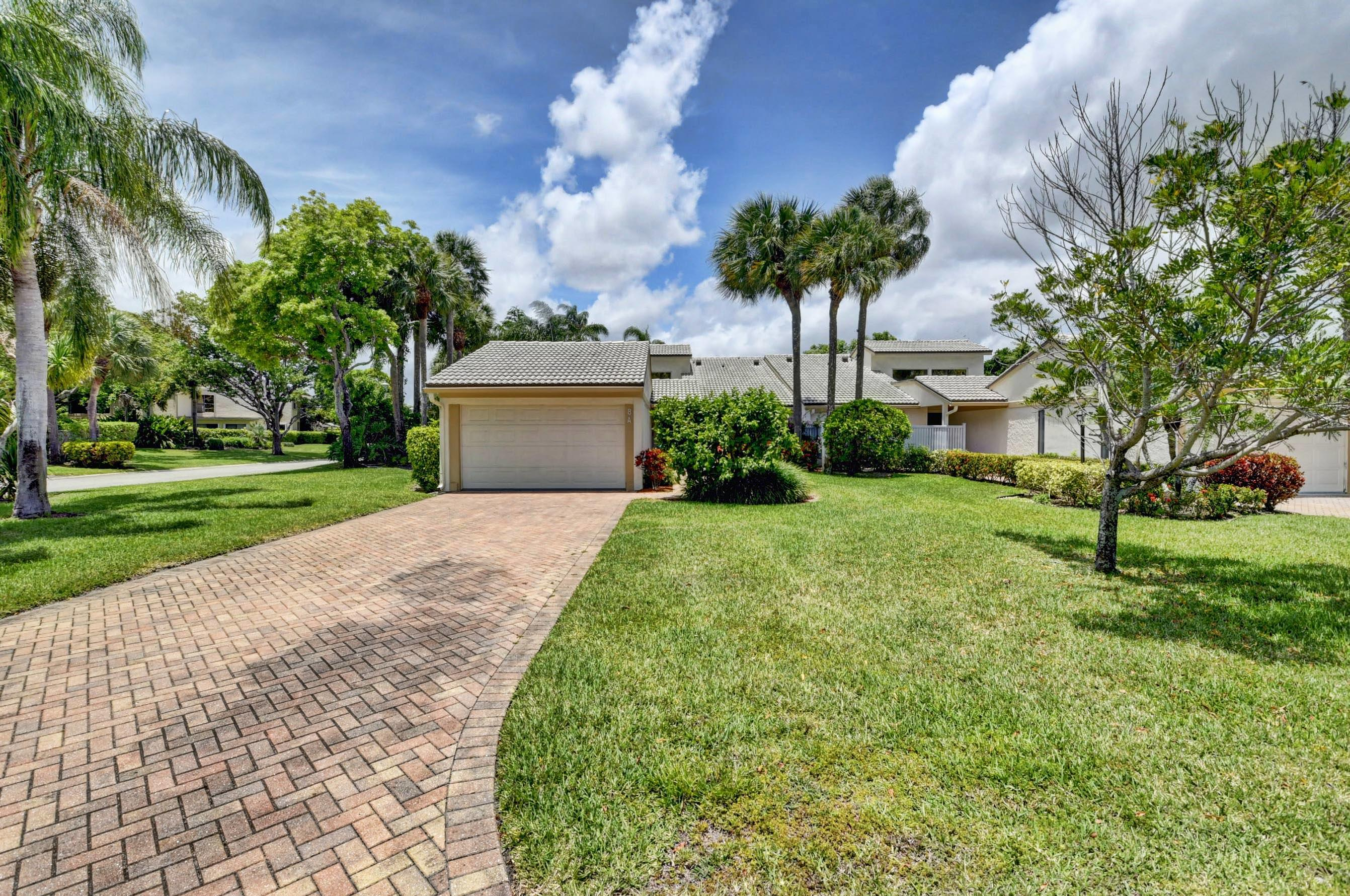 8  Eastgate Drive A For Sale 10718026, FL