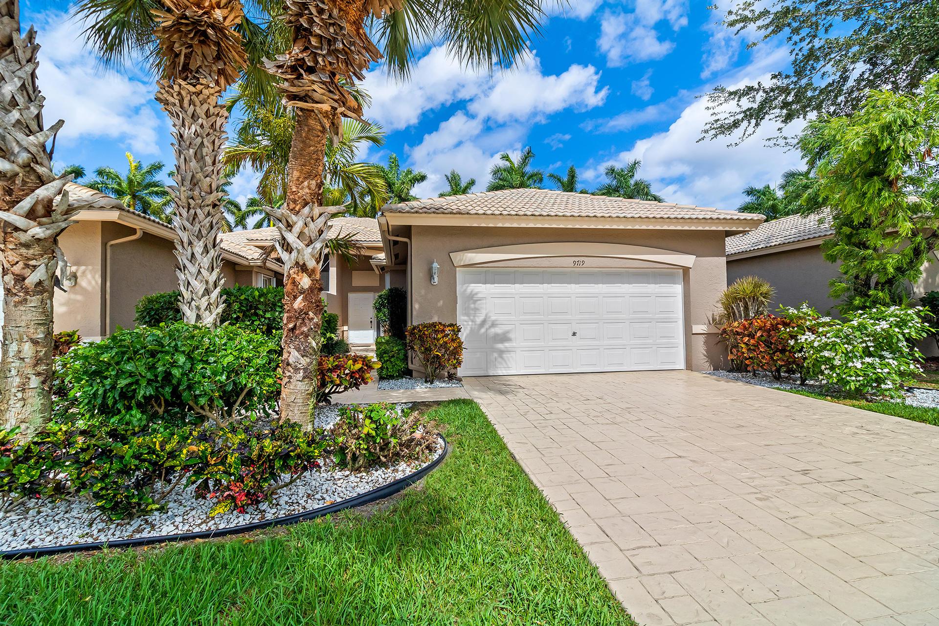 Photo of 9719 Crescent View Drive S, Boynton Beach, FL 33437