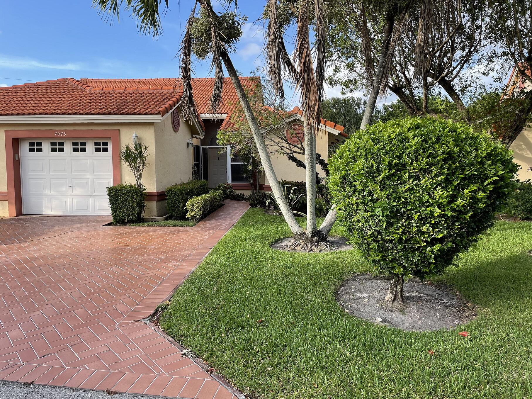 7075  Summer Tree Drive  For Sale 10718182, FL