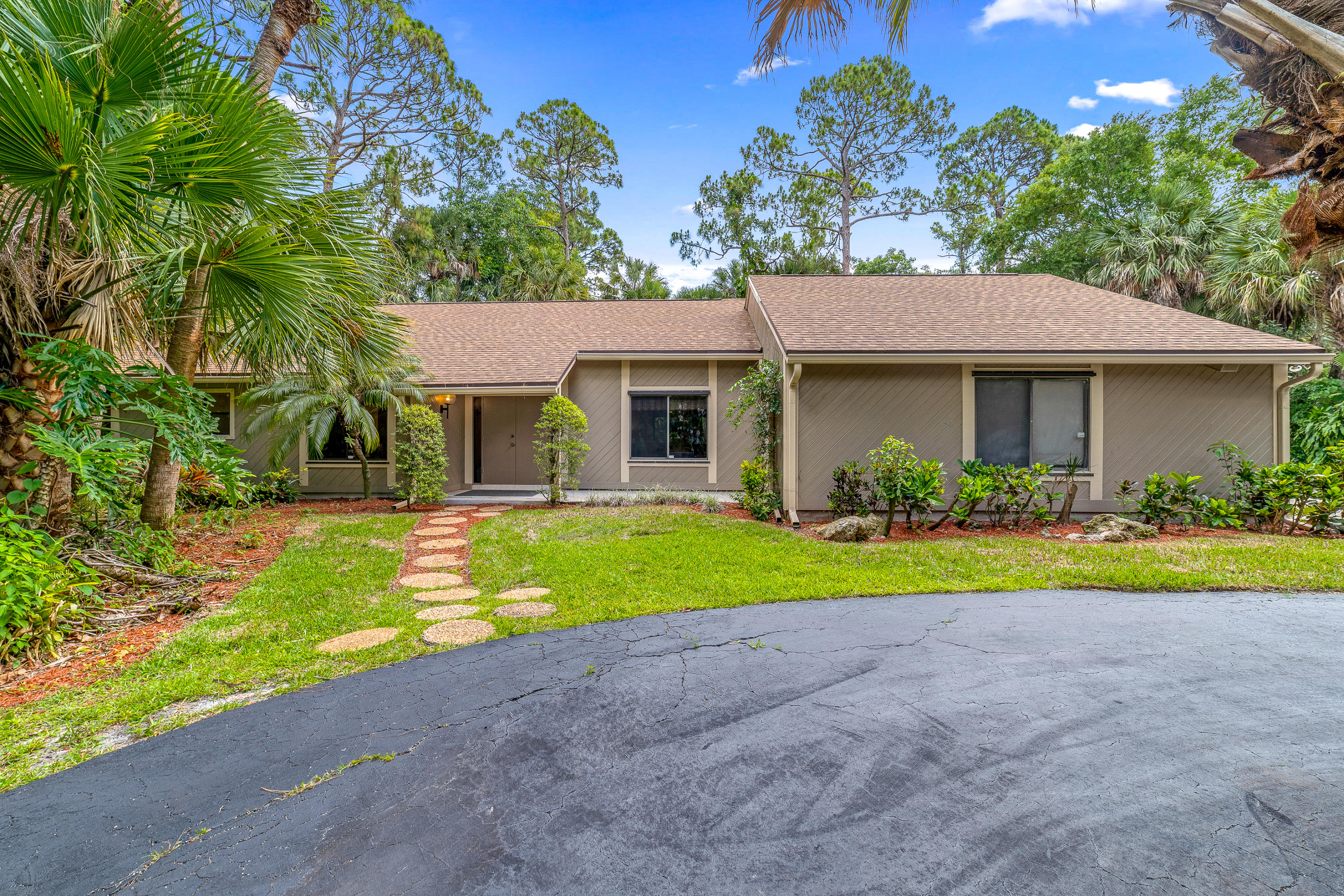 8570  Thousand Pines Circle  For Sale 10720801, FL