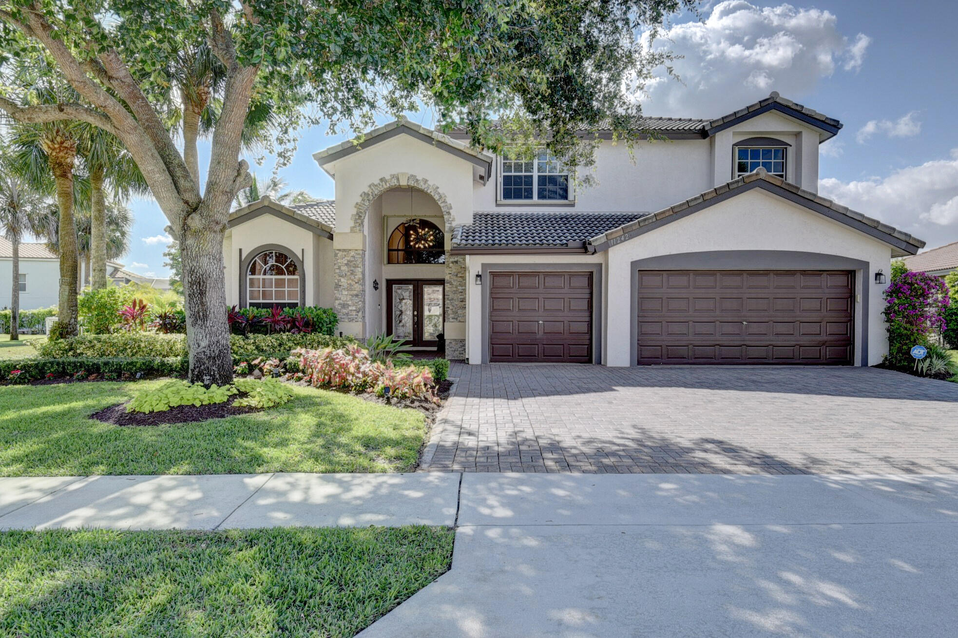 11242  Edgewater Circle  For Sale 10718547, FL