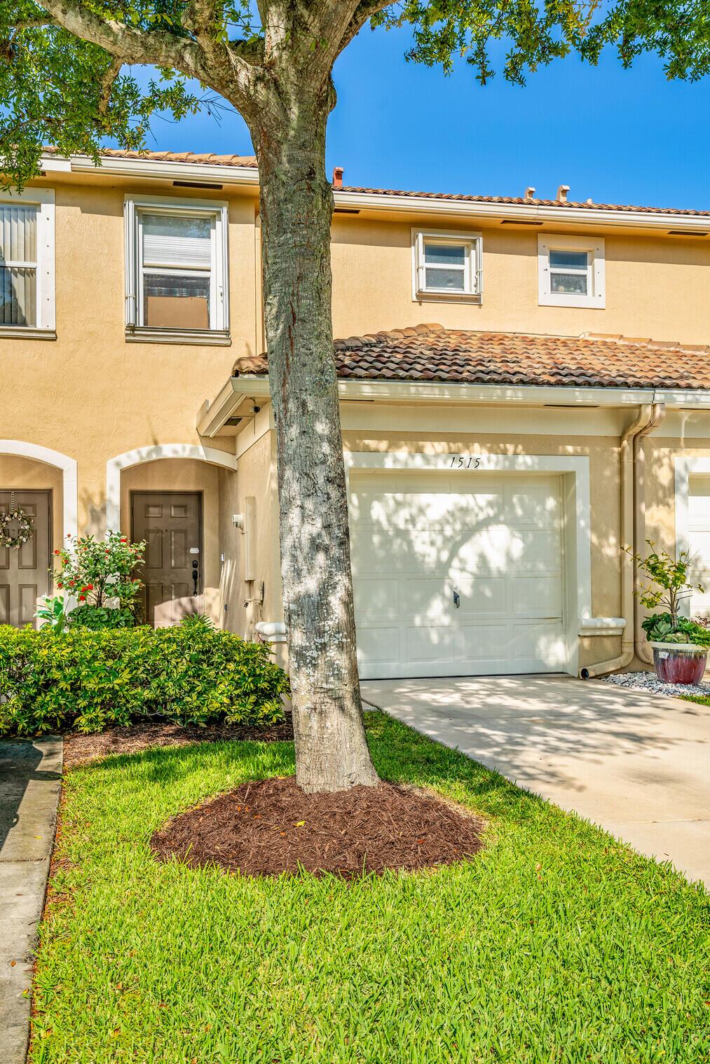 1515  Buckingham Avenue  For Sale 10718945, FL