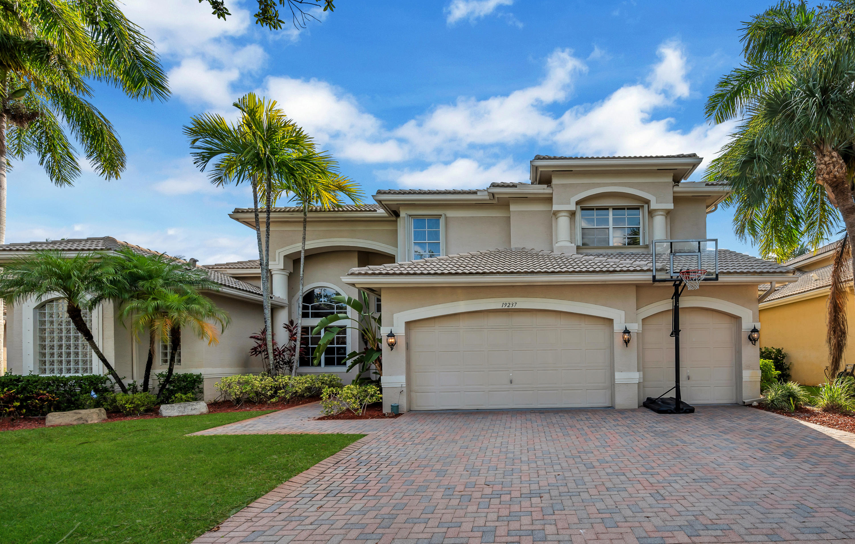 19237  Natures View Court  For Sale 10718947, FL