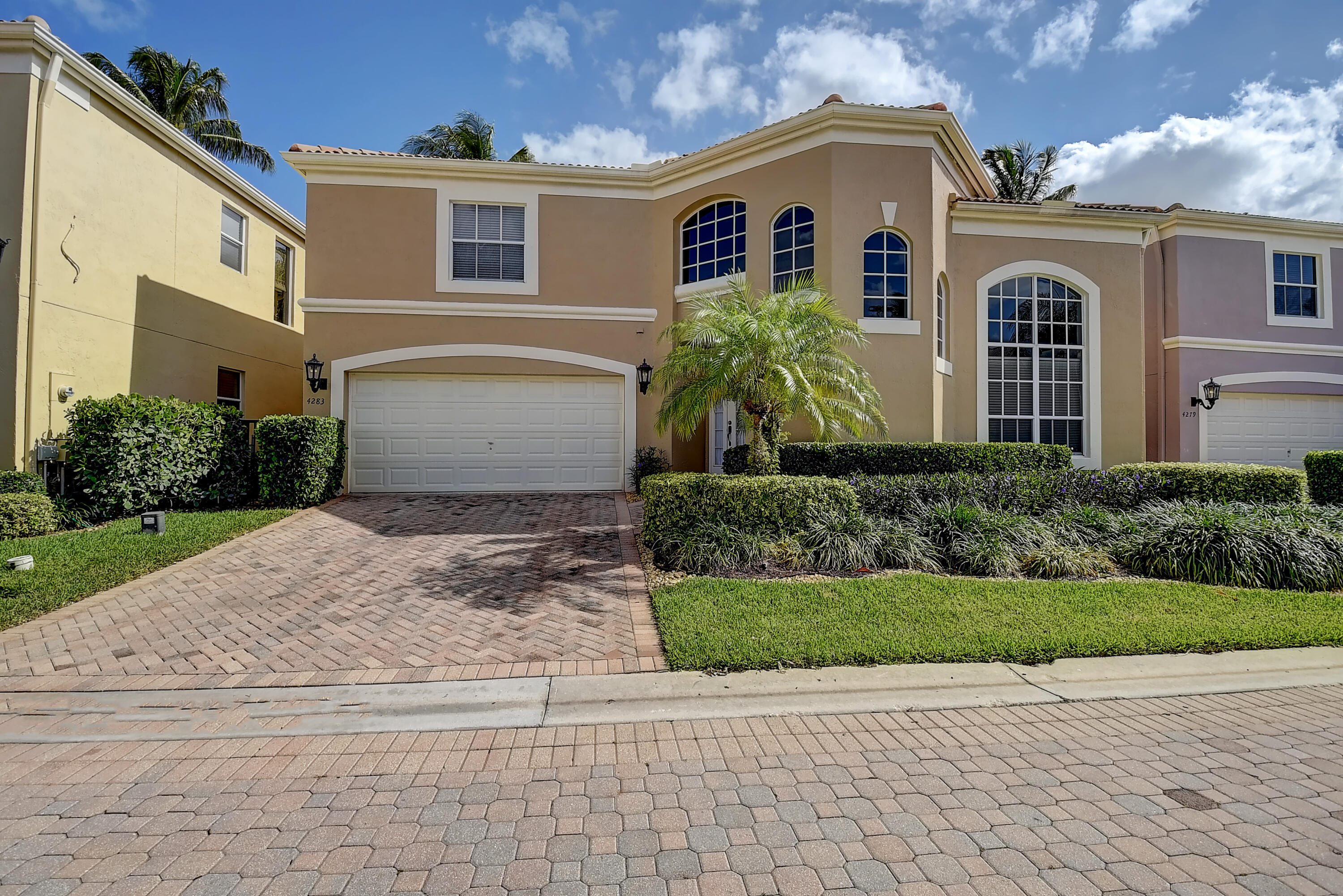4283 NW 65th Road  For Sale 10718321, FL