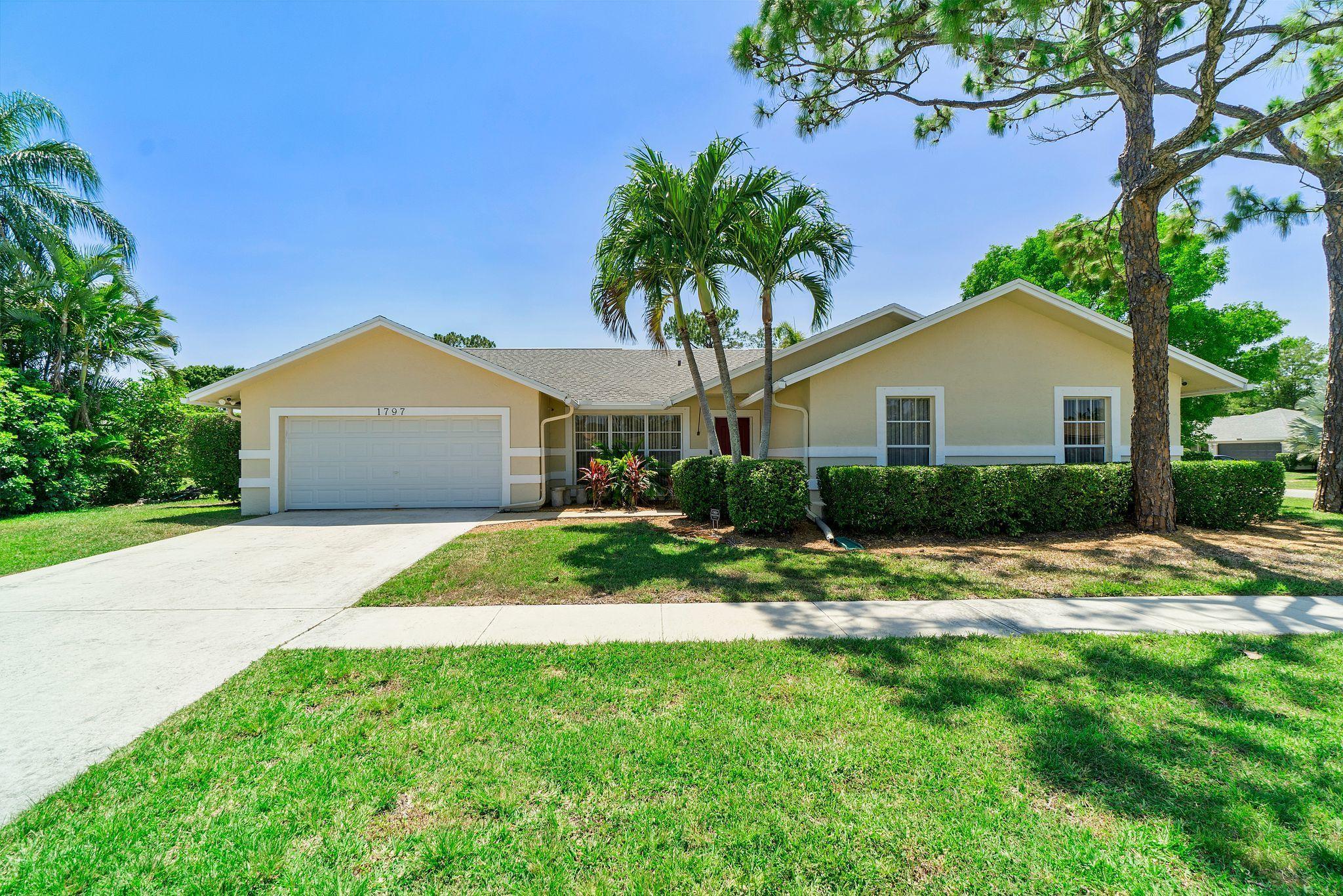 1797  Wisteria Street  For Sale 10719000, FL